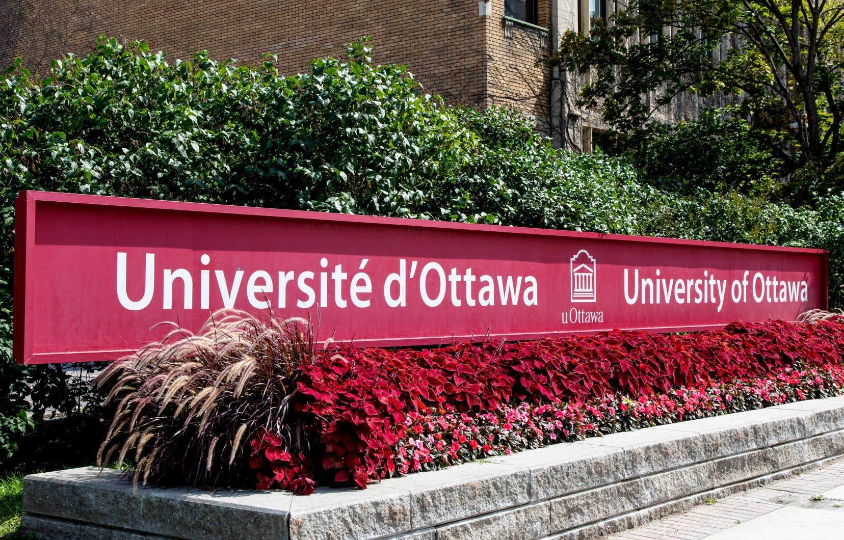 L'Université d'Ottawa est un des premiers établissements postsecondaires du Canada à imposer les deux doses de vaccin.
