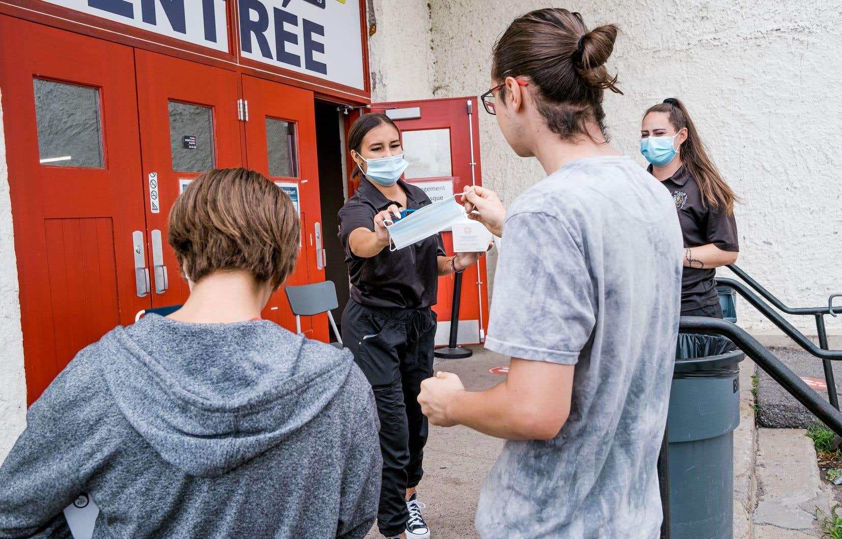 À Trois-Rivières, épicentre de la quatrième vague, les éclosions proviennent principalement de bars et de restaurants, dont le Roof Top, lié à lui seul à 74 cas.