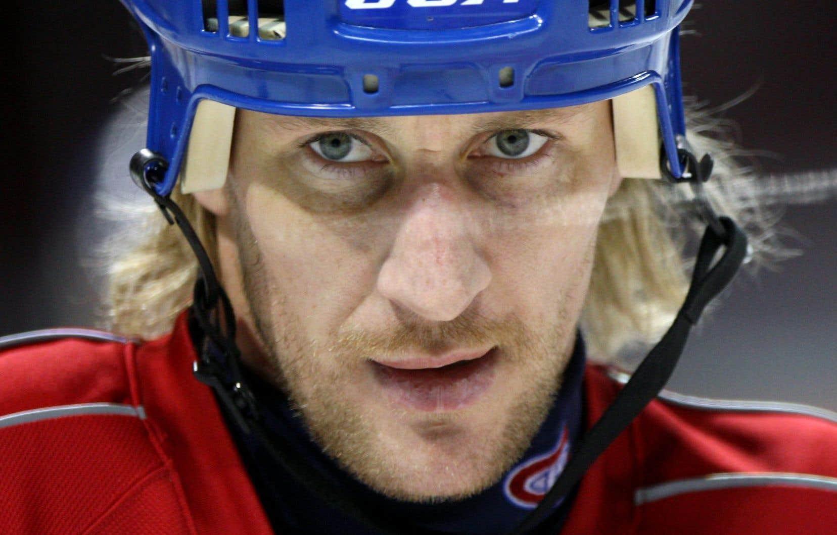 Vers la fin de «Ça sent la coupe», la troupe menée par Claude Julien parvient à accéder «in extremis» aux séries éliminatoires. Montréal ne semble pas faire le poids contre les puissants Bruins. Un nouveau joueur aux mains magiques a fait son entrée à la fin de la saison 2004 et donne une nouvelle impulsion à la formation: Alexei Kovalev.
