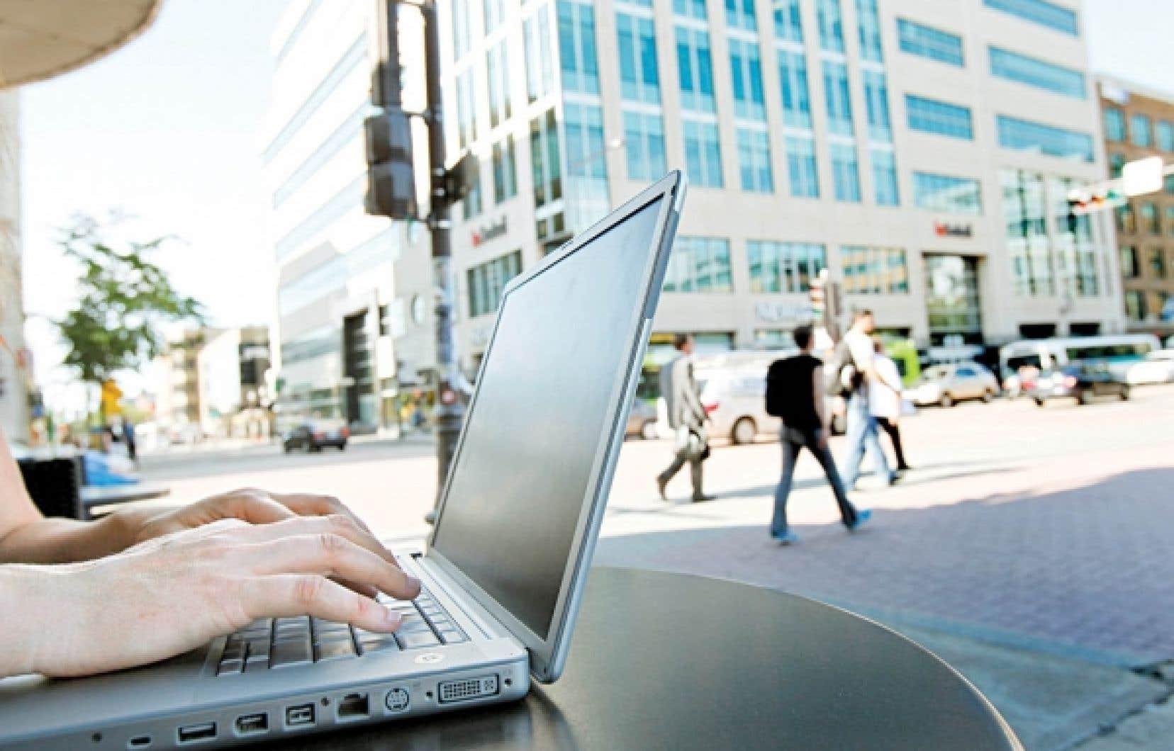 Selon un sondage national mené par le Commissariat à la protection de la vie privée du Canada, les deux tiers des répondants croient que dans le nouvel environnement numérique, les détails de leur vie privée seraient moins bien protégés en 2011 qu'il y a 10 ans.<br />