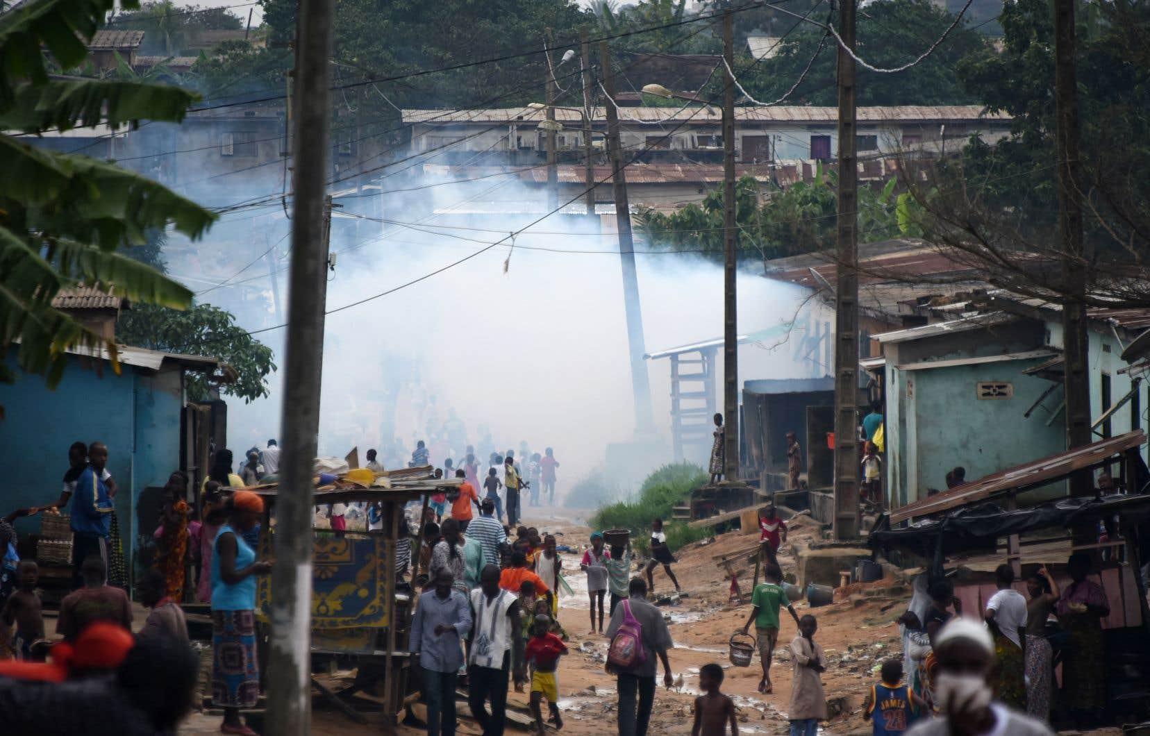 Bien que la Côte d'Ivoire ait des frontières communes avec la Guinée et le Libéria, qui ont été durement frappés par Ebola entre 2014 et 2016, ce «pays n'a enregistré aucun cas confirmé de la maladie à virus Ebola depuis 1994».