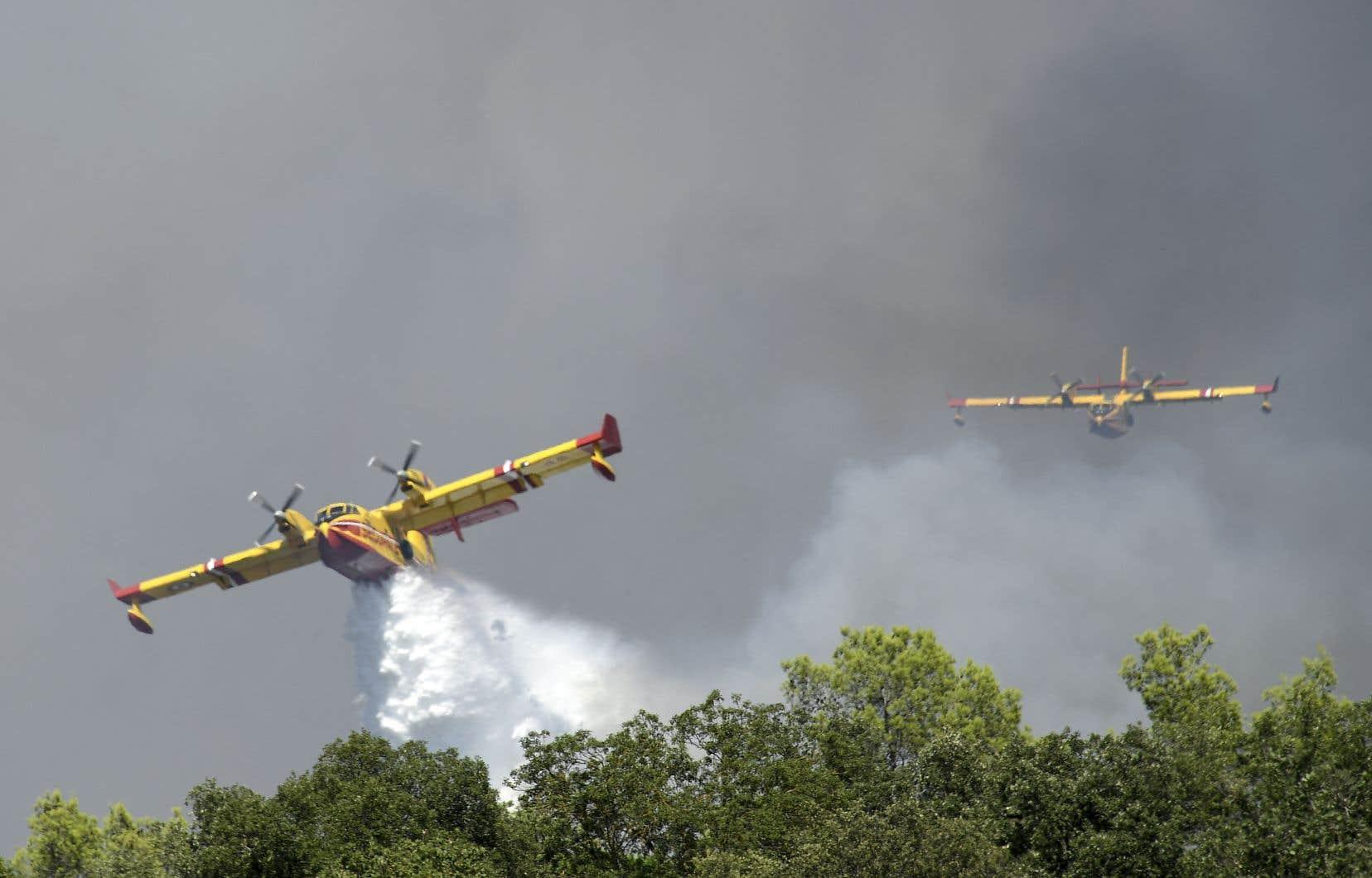 Quelque 750 pompiers luttaient contre ce feu mardi.