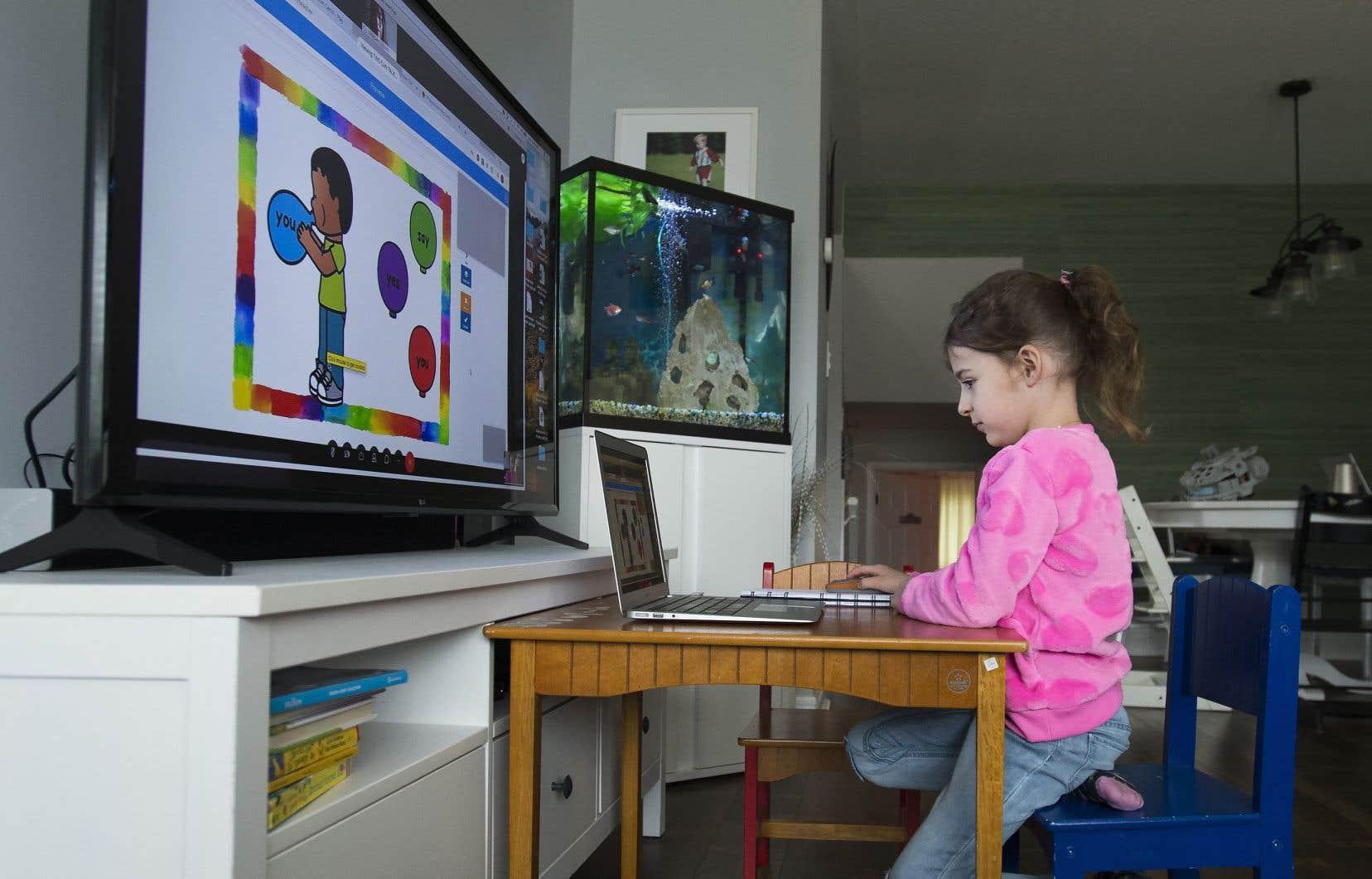 Vous voulez filtrer le contenu auquel votre enfant a accès, voir ce qu'il tape dans les moteurs de recherche et suivre sa trace? Des dizaines d'applications pour téléphones, ordinateurs et tablettes permettent de le faire — et sont très populaires.