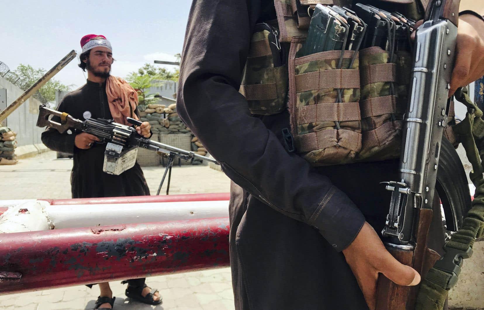 À moyen terme, la domination talibane pourrait être fragilisée, en partie à cause de l'opposition venant de groupes minoritaires craintifs des talibans, estime l'auteur.