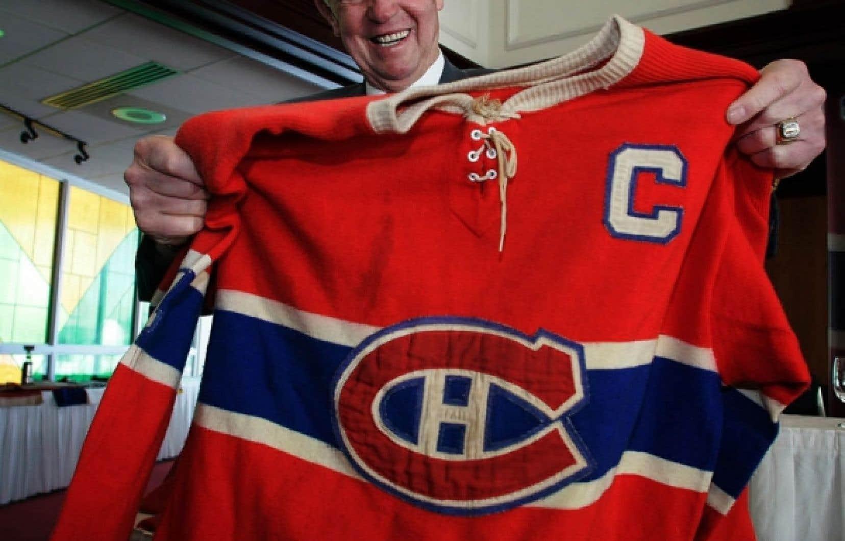 Capitaine des Canadiens de Montr&eacute;al pendant dix saisons, Jean B&eacute;liveau a &eacute;t&eacute; choisi six fois dans la premi&egrave;re &eacute;quipe d&rsquo;&eacute;toiles de la LNH et il a aid&eacute; les Canadiens &agrave; gagner dix coupes Stanley.<br />