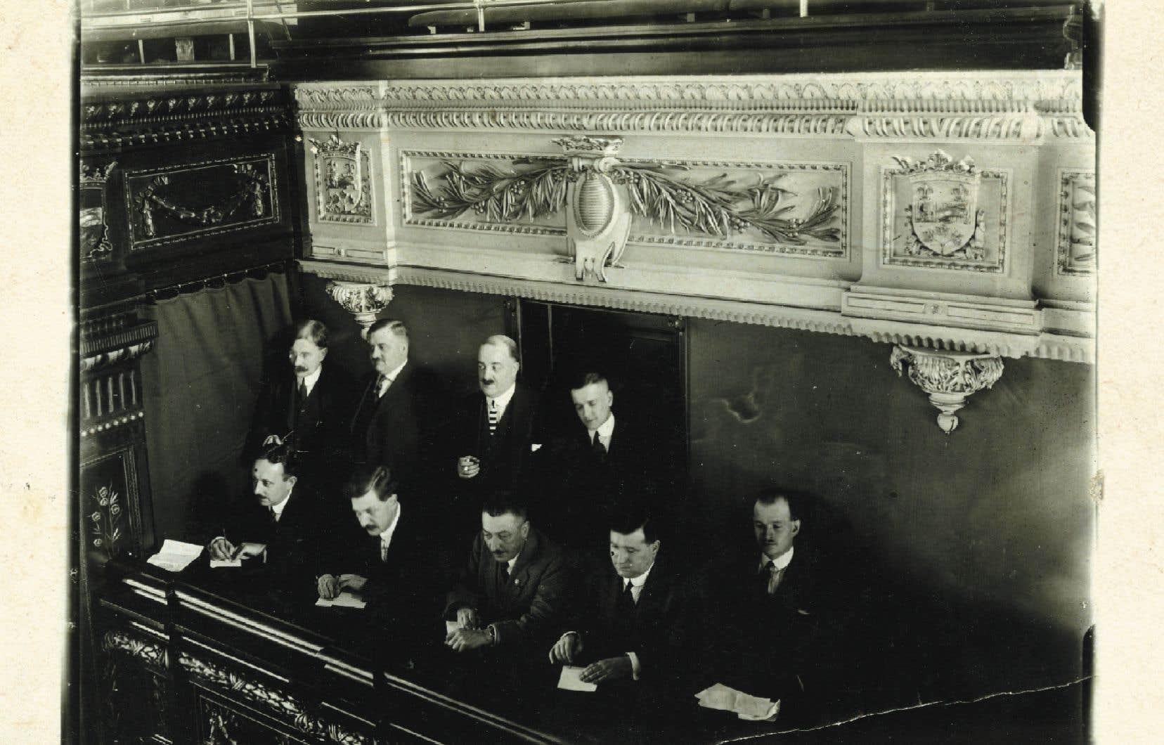 Les journalistes couvrant l'actualité parlementaire à Québec en 1915