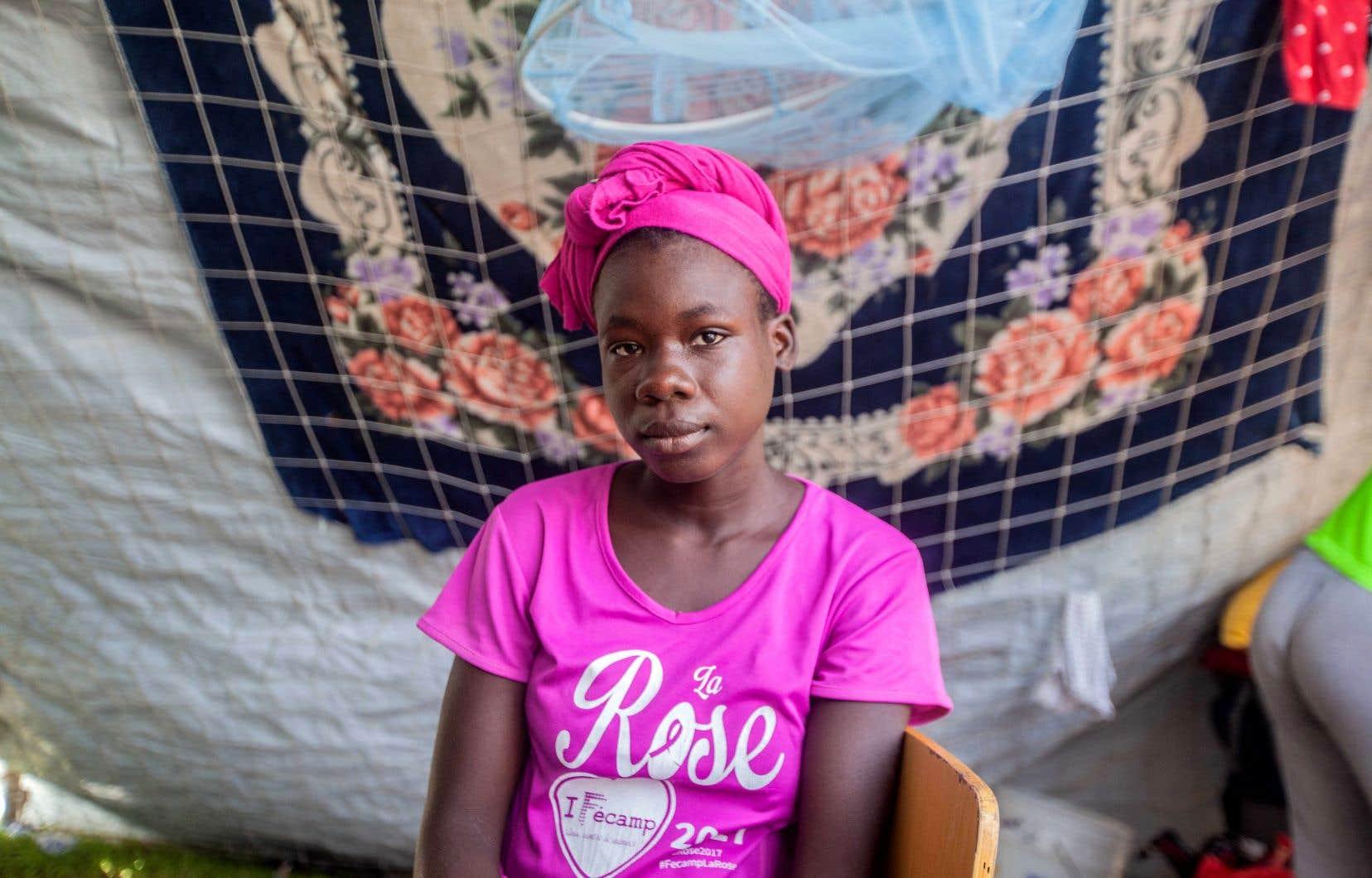 Avec seulement des draps en guise de murs, les femmes ayant perdu leur maison se savent à la merci de tous.