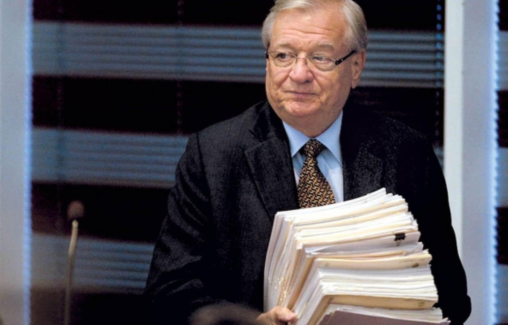 Depuis 2005, les contribuables lavallois paient donc, sans le savoir, pour l'interprétation libérale que fait le chef du PRO des Lavallois, Gilles Vaillancourt, des dispositions de la loi ainsi que du règlement municipal (L-6074) précisant ce qu'est le travail de recherche et de secrétariat.