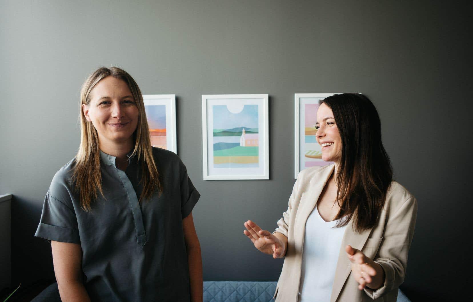 Alexandra Cliche-Rivard (à gauche), scénariste, et Sofi Langis, réalisatrice de la série documentaire «De pied ferme», où sont représentés plusieurs régions du Québec et plusieurs secteurs d'activité