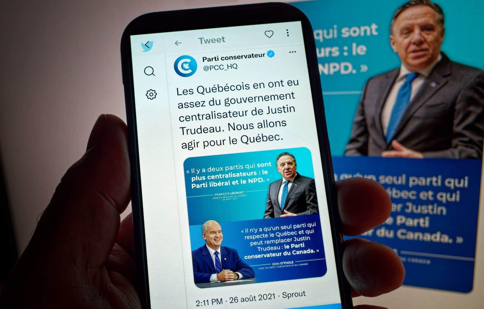Peu après la conférence de presse du premier ministre québécois, les stratèges conservateurs ont publié sur Twitter un montage photo aux airs d'affiche électorale sur lequel on voit Erin O'Toole et François Legault, sur les tons de bleu de leur parti respectif.