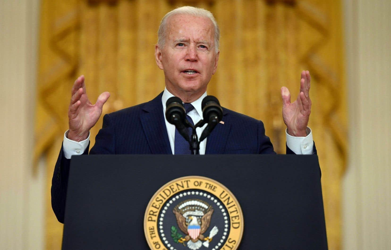 Le président Joe Biden a promis samedi de poursuivre les frappes aériennes contre le groupe armé État islamique (EI) dont l'attentat suicide à l'aéroport de Kaboul a tué des dizaines d'Afghans et 13 militaires américains.