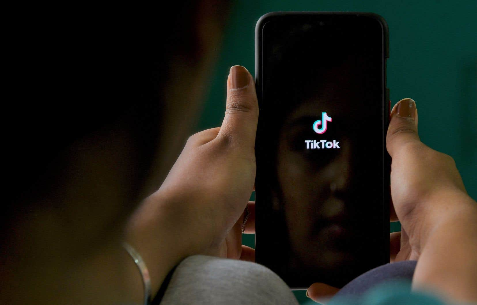 «Même si les spécialistes de la communication politique demeurent perplexes devant les usages politiques de TikTok, cela ne veut pas dire que cette plateforme ne deviendra pas incontournable au fil du temps», affirme l'autrice.