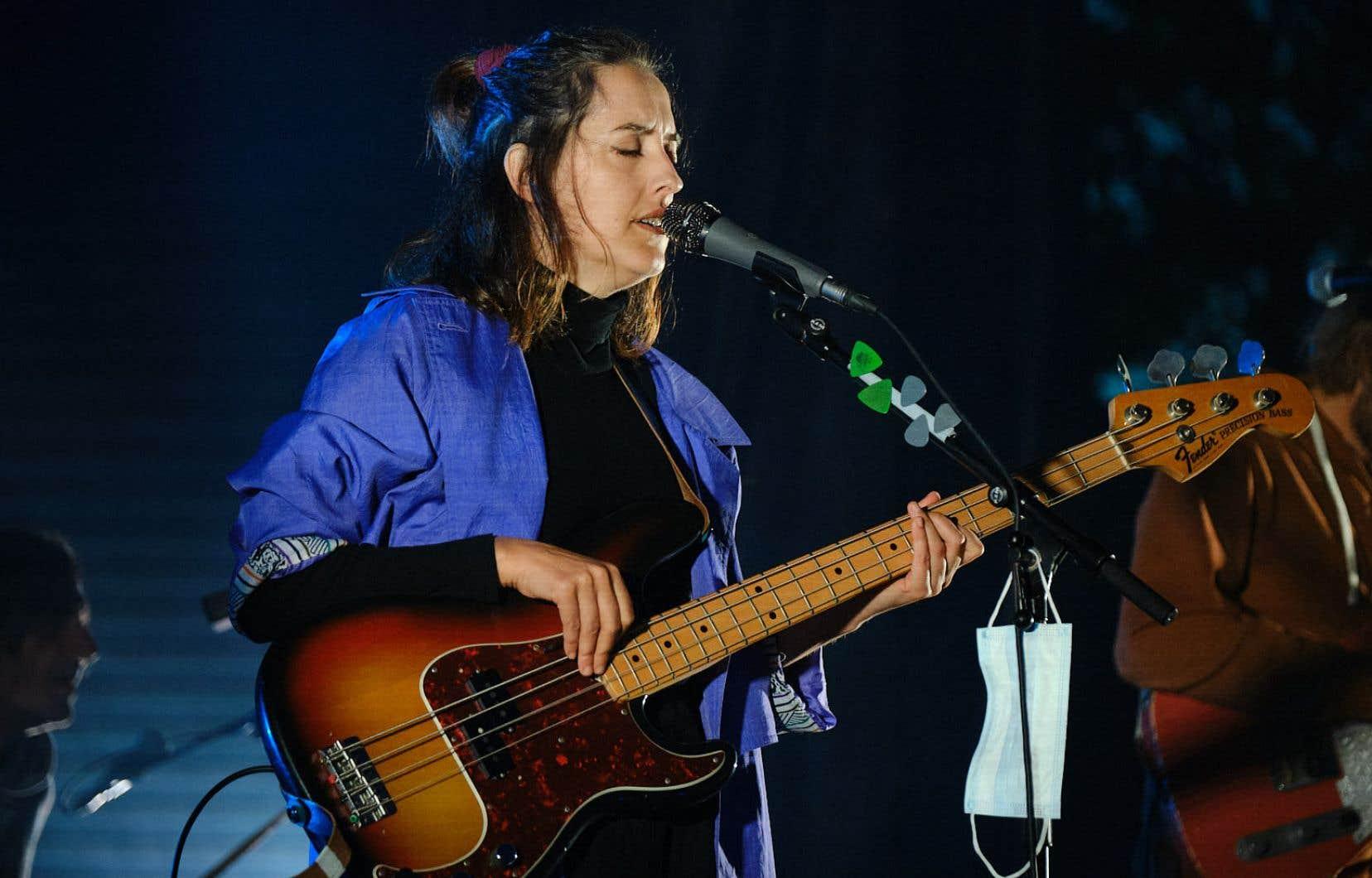 Marie-Pierre Arthur, qui a lancé en janvier 2020 un album ayant mis du temps à exister sur scène, portait fièrement ses nouveaux habits new wave, disco façon Giorgio Moroder et synth pop.
