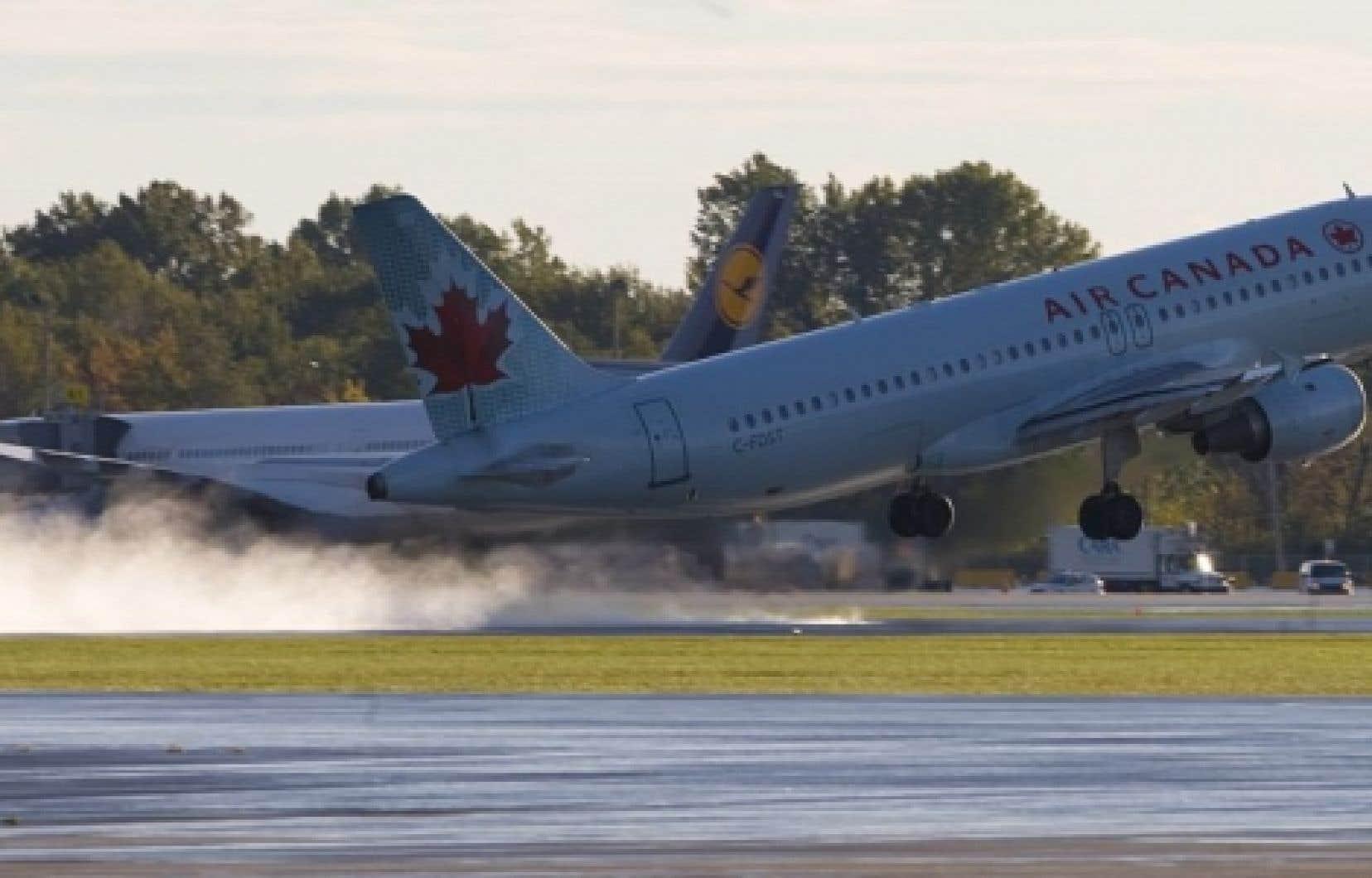 Un avion d'Air Canada au décollage