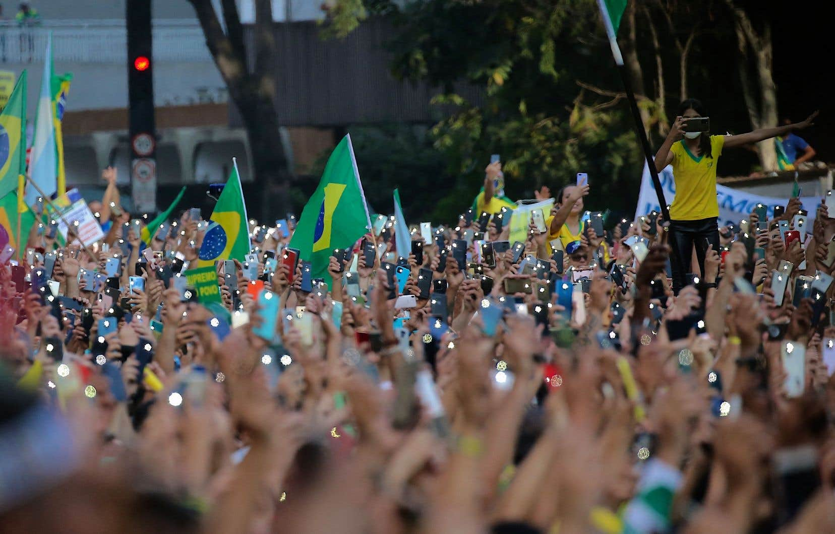 Des milliers de Brésiliens sont descendus dans les rues à travers le pays mardi pour apporter leur soutien au président Bolsonaro à l'occasion de la fête nationale du Brésil.