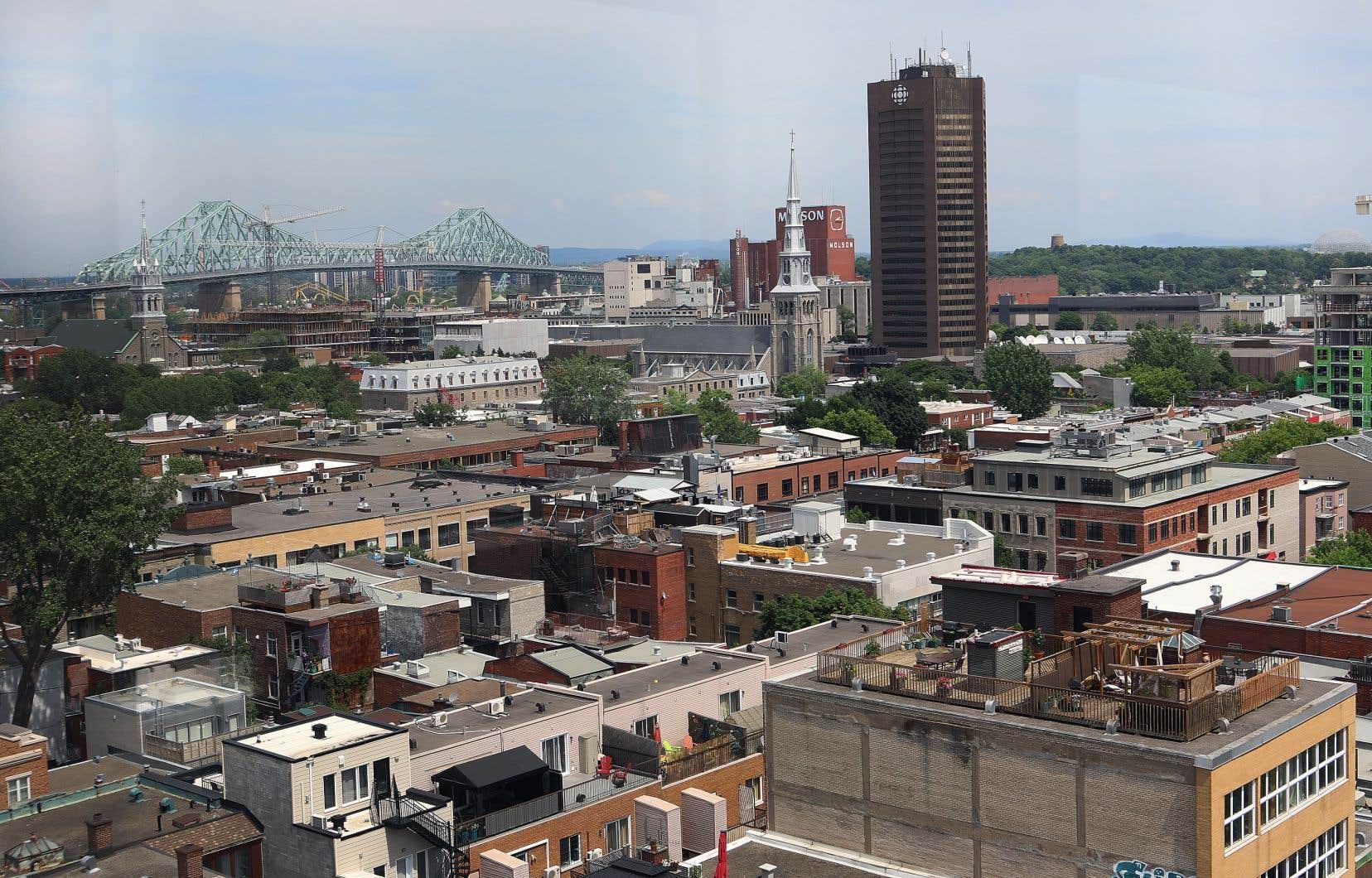 «Nous aurions cru que votre administration en profiterait pour réaliser vos engagements concernant l'amélioration de l'offre de logements au centre-ville, lesquels ont d'ailleurs été réitérés avec plus de vigueur en raison des effets de la pandémie sur le cœur économique de Montréal», écrit l'auteur à Valérie Plante.