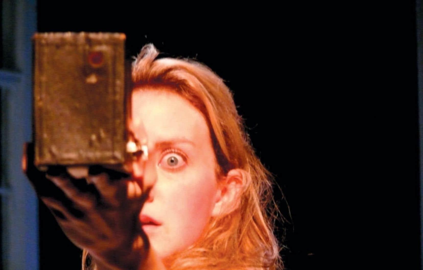 Larissa Corriveau dans Emily Dickinson, au théâtre La Chapelle<br />