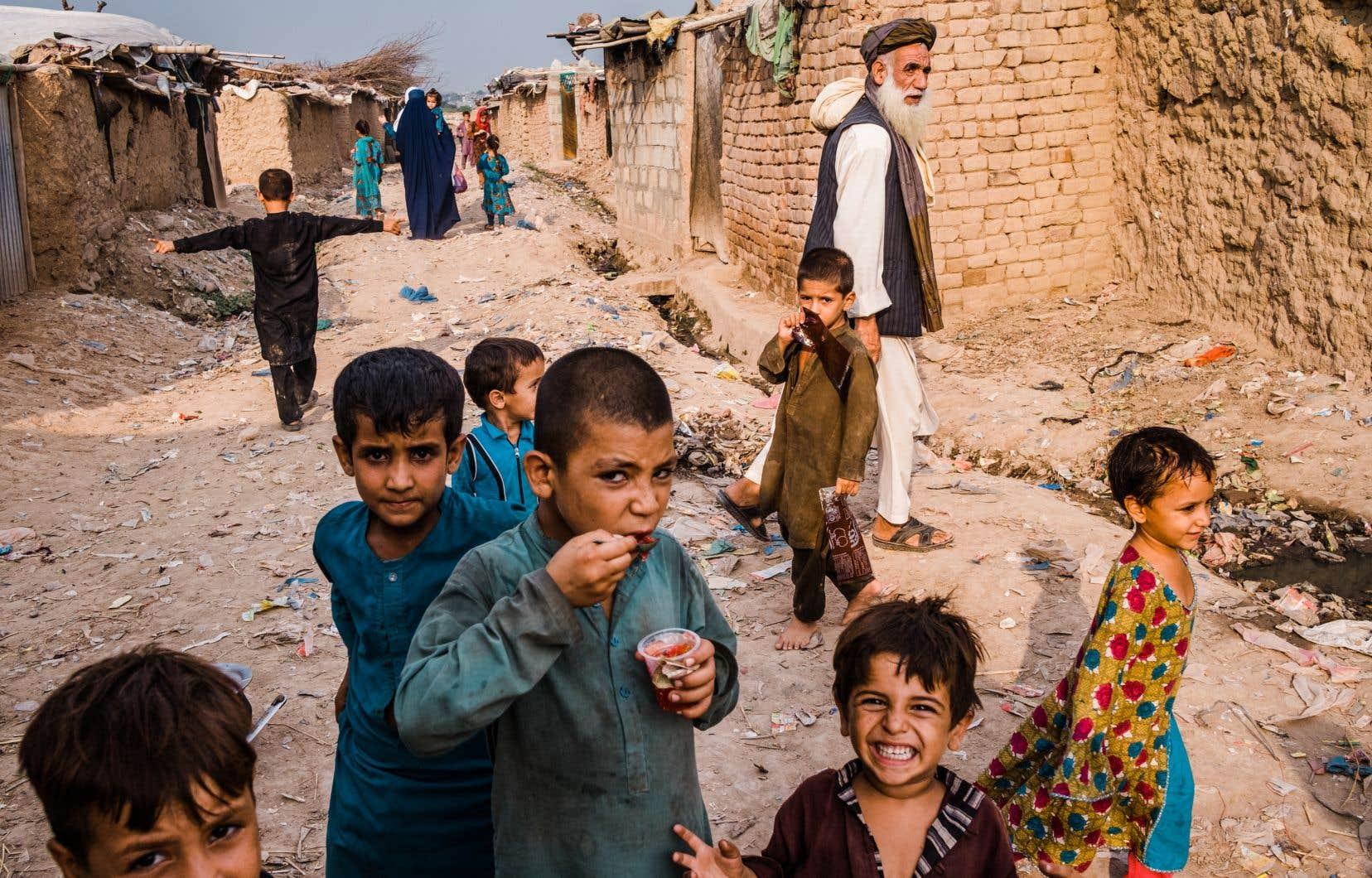 Le village de réfugiés afghans I-12, où s'entassent quelque 8000 personnes dans des maisons de boue.