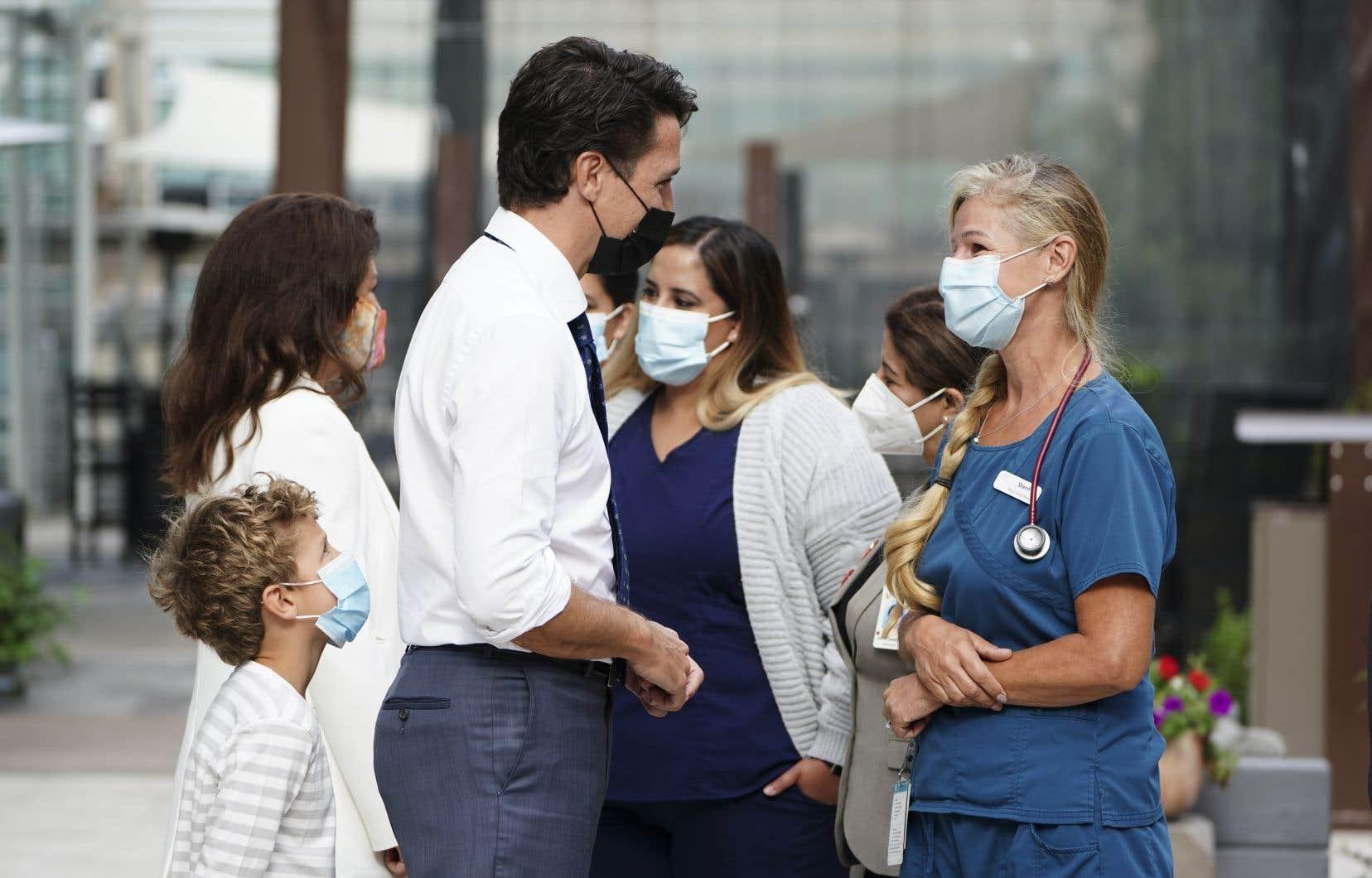 Le chef libéral Justin Trudeau a fait cette promesse en compagnie de travailleurs de la santé et de ses candidats à Vancouver, en Colombie-Britannique.