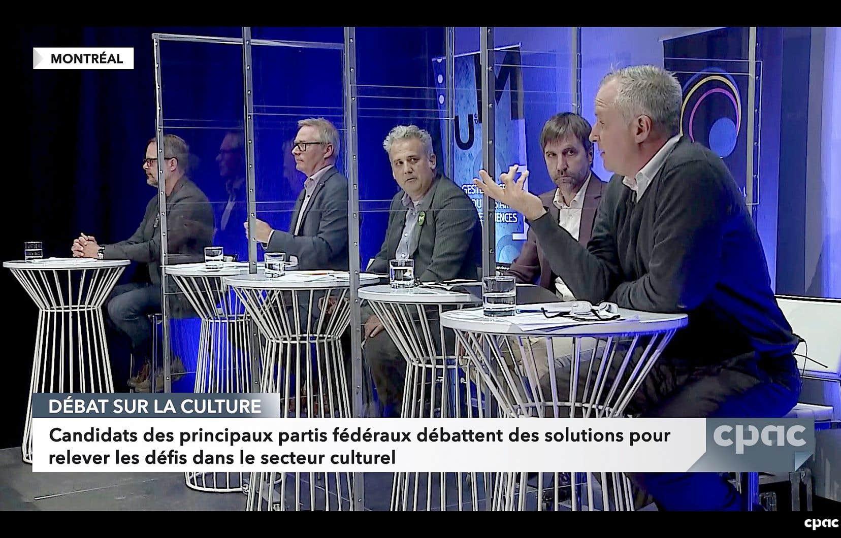 Cinq hommes formaient le panel: Alexandre Boulerice, du Nouveau Parti démocratique, Martin Champoux, du Bloc québécois, Mathieu Goyette, du Parti vert, le ministre du Patrimoine, Steven Guilbeault, du Parti libéral, et Steve Shanahan, du Parti conservateur.