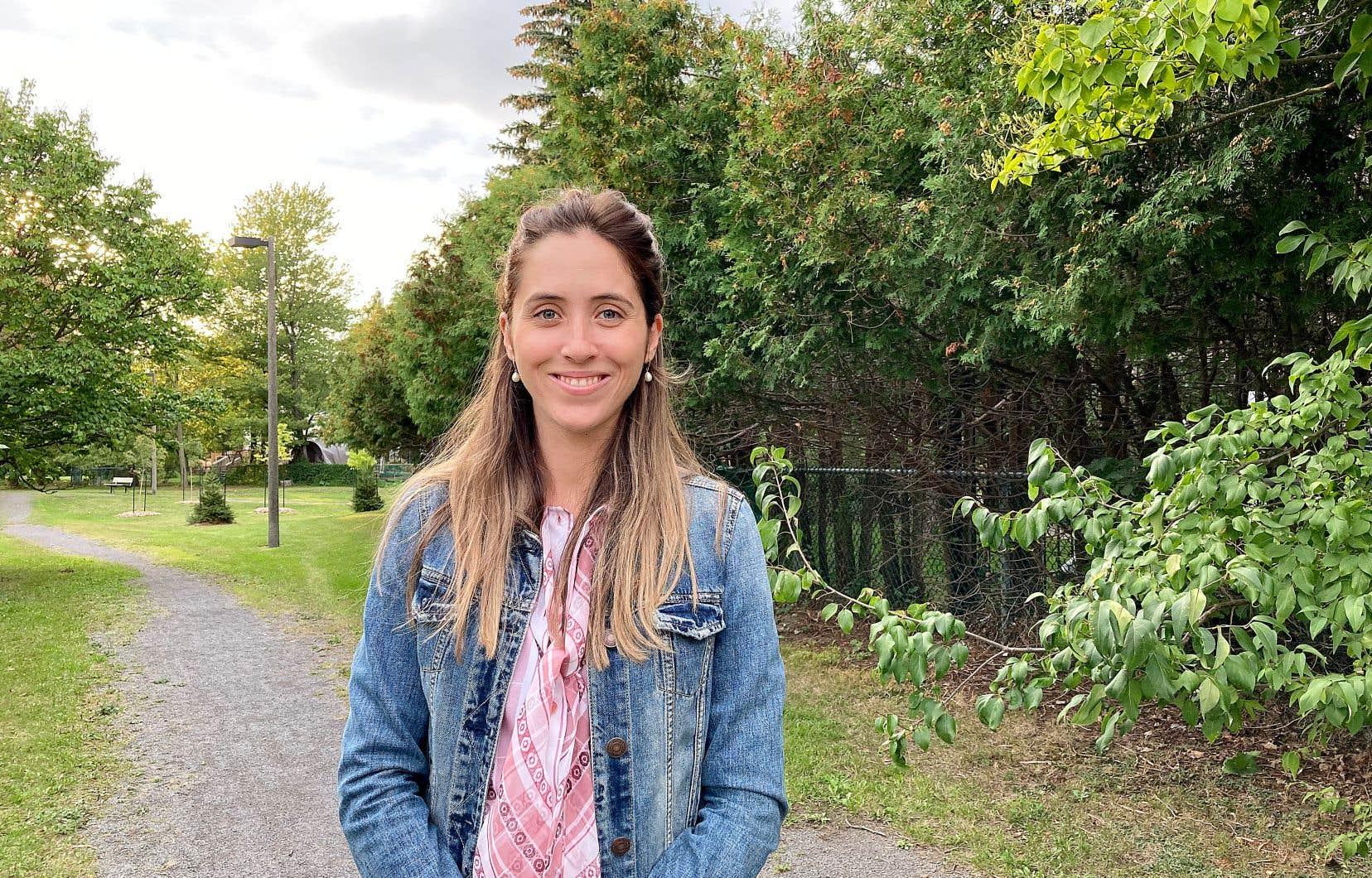 La candidate libérale dans Longueuil–Saint-Hubert, Florence Gagnon, se présente contre le député bloquiste Denis Trudel, qui avait été élu avec un peu plus de 2500 voix d'avance face à l'opposition libérale lors des dernières élections fédérales, en 2019.