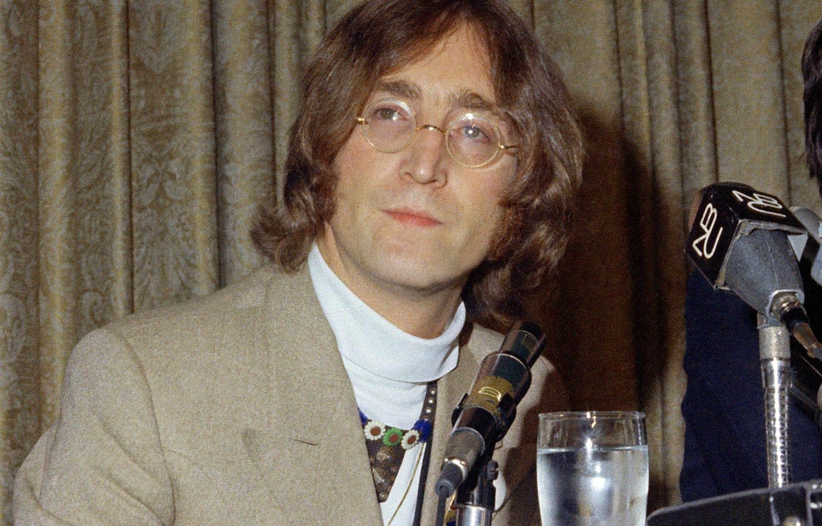 John Lennon lors d'une conférence de presse à New York, en 1968