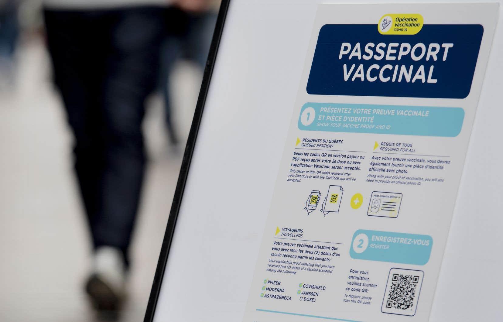 Québec estime que le passeport vaccinal est nécessaire pour maintenir l'économie ouverte et limiter les hospitalisations liées à la COVID-19.