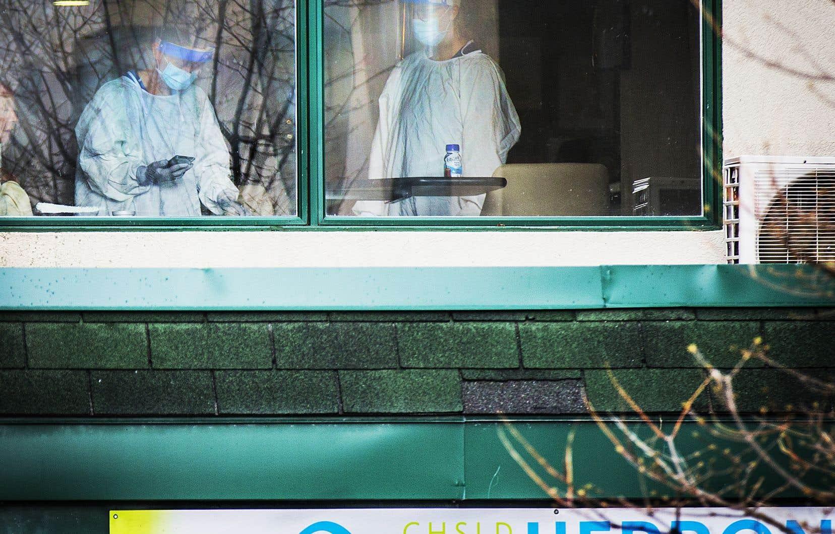 Une infirmière a dépeint une situation chaotique au CHSLD au début d'avril 2020,lors des audiences de mercredi.