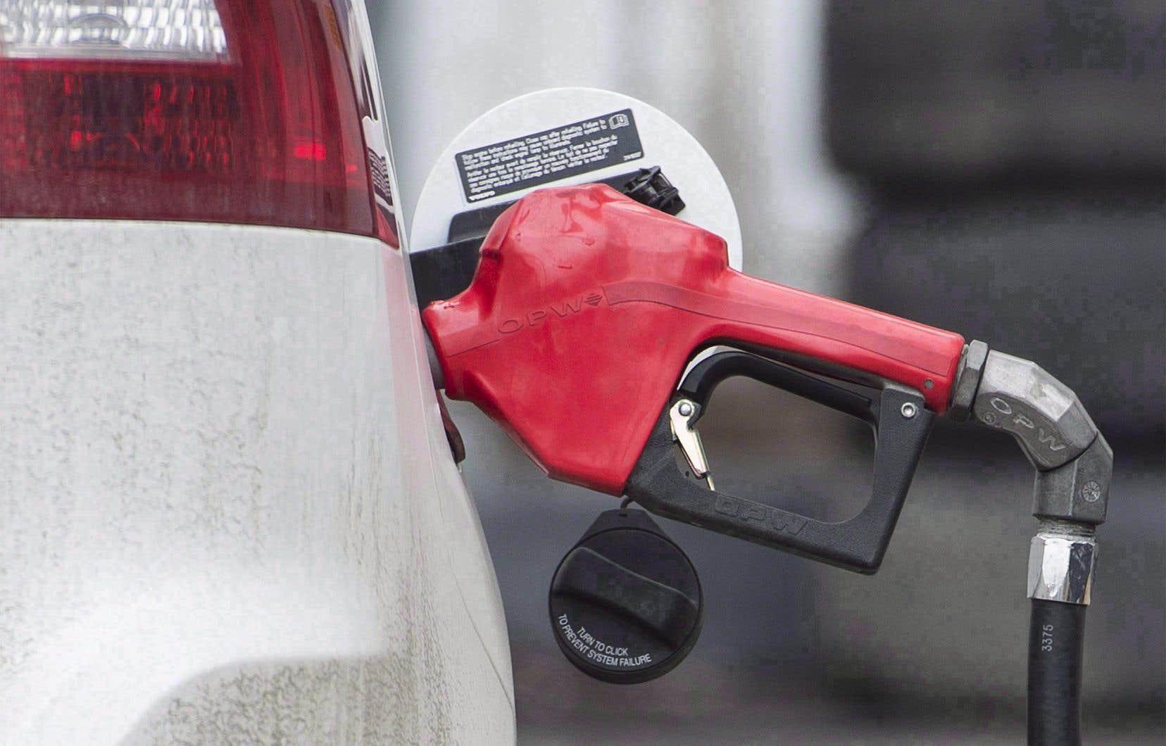 Certains experts suggèrent d'étendre la taxe sur l'essence, comme c'est déjà le cas en Gaspésie et à Montréal, à tout le Québec.