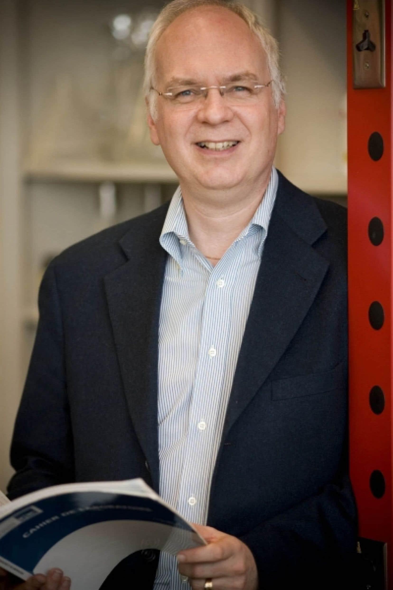 Michel Bouvier, directeur du Groupe de recherche universitaire sur le médicament de l'Université de Montréal et récipiendaire du prix Adrien-Pouliot <br />