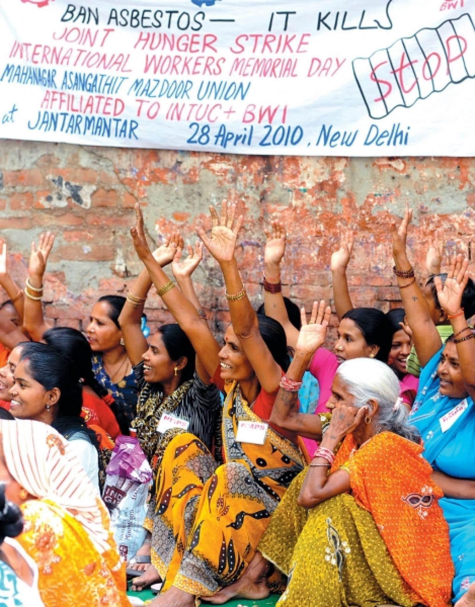 Des travailleurs de la construction manifestaient en 2010 &agrave; New Delhi contre l&rsquo;utilisation de l&rsquo;amiante.<br />