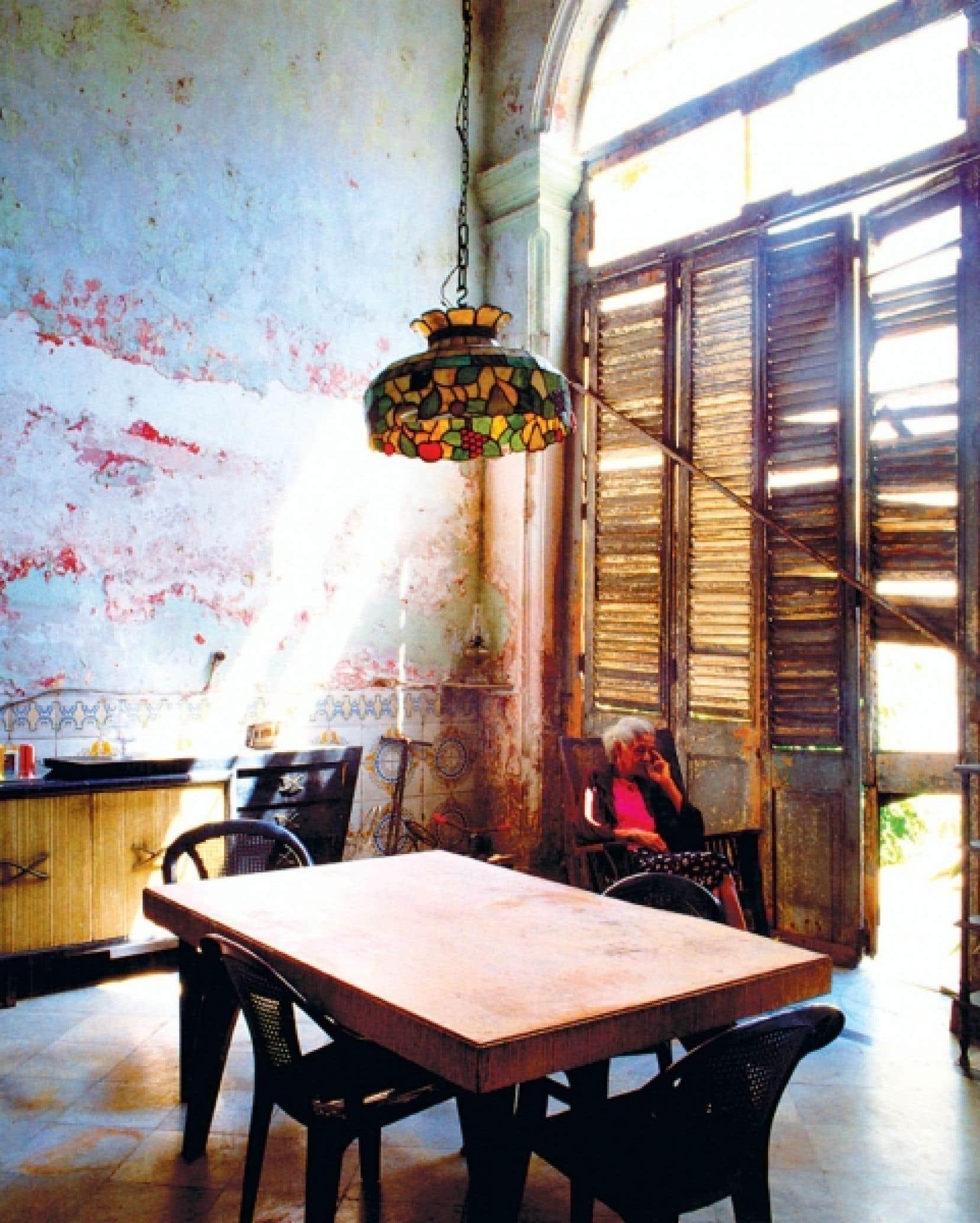 Salle à manger d'une maison ancienne transformée en plusieurs appartements, à La Havane<br />