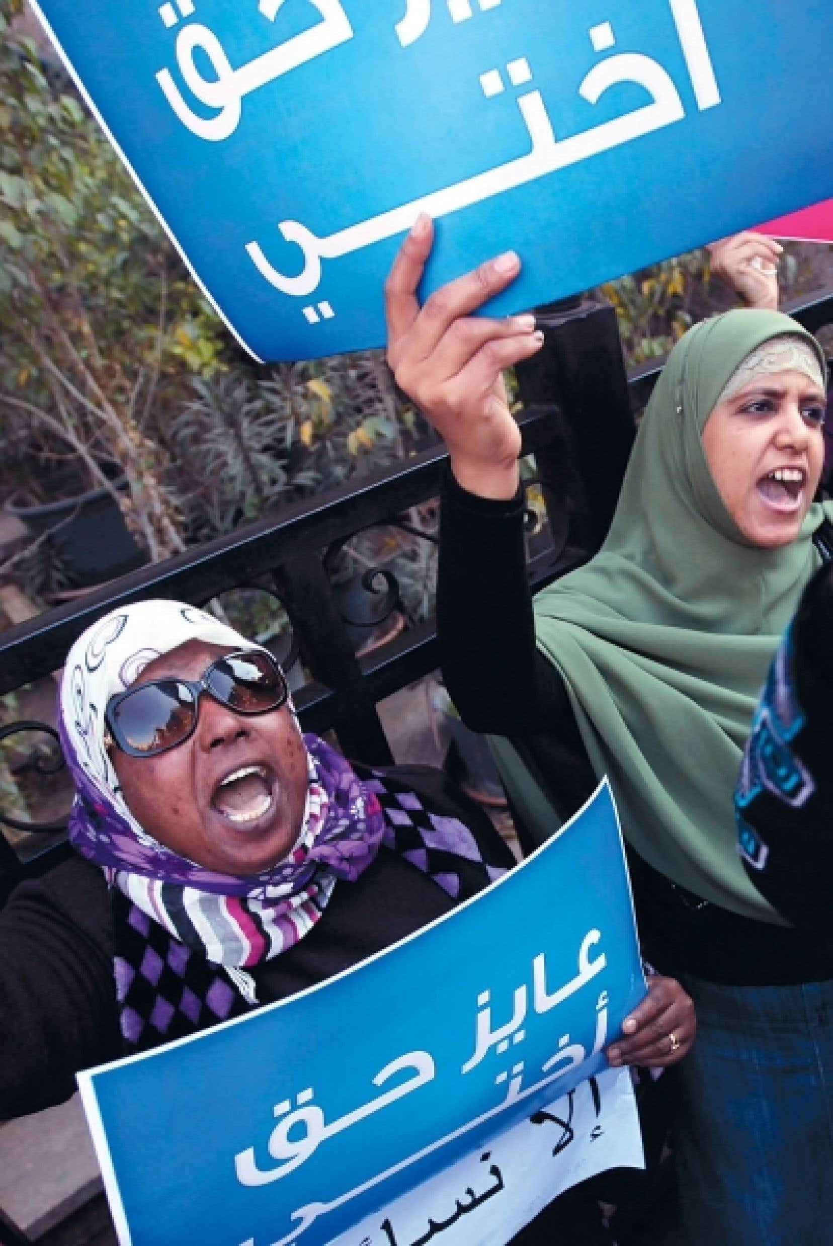 Manifestation contre les tests de virginité hier au Caire<br />