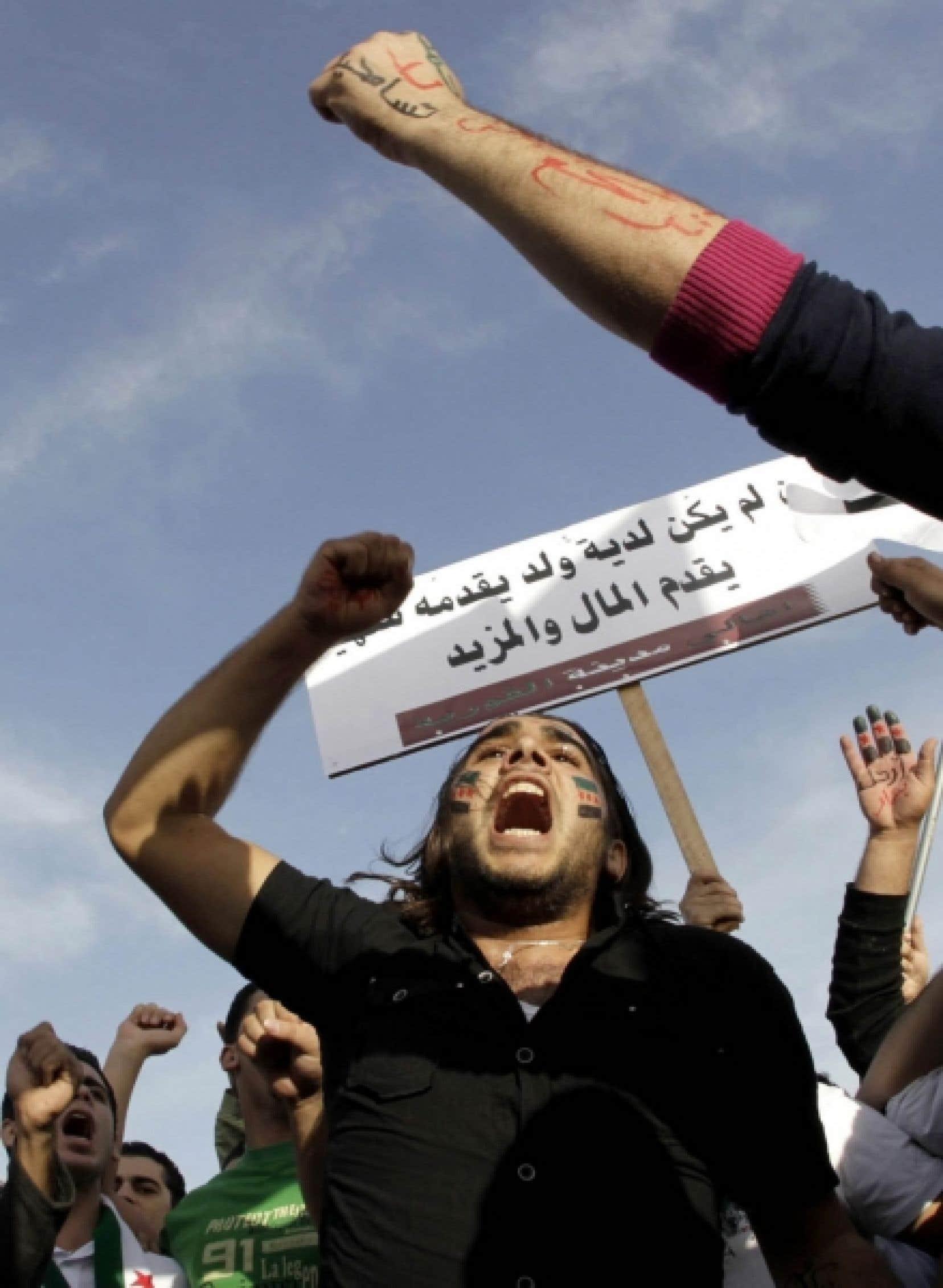 Des Syriens du Qatar ont manifesté leur soutien à leurs compatriotes hier.<br />