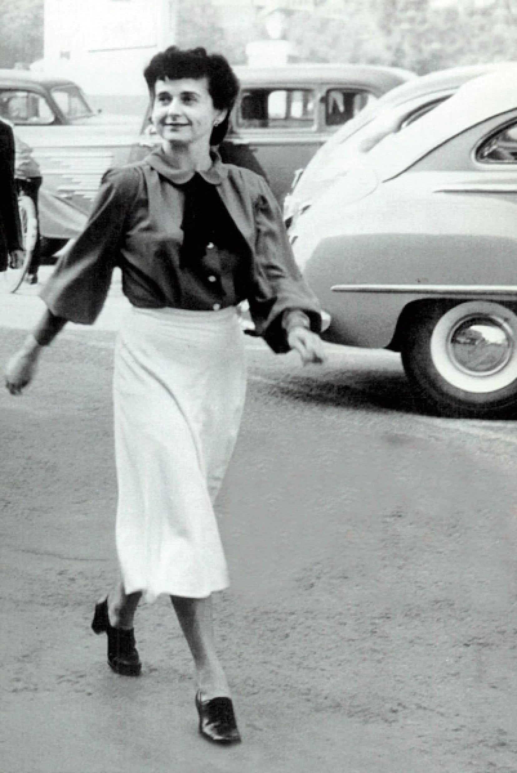 Madeleine Parent à Valleyfield, lors de la fête du Travail de 1948<br />