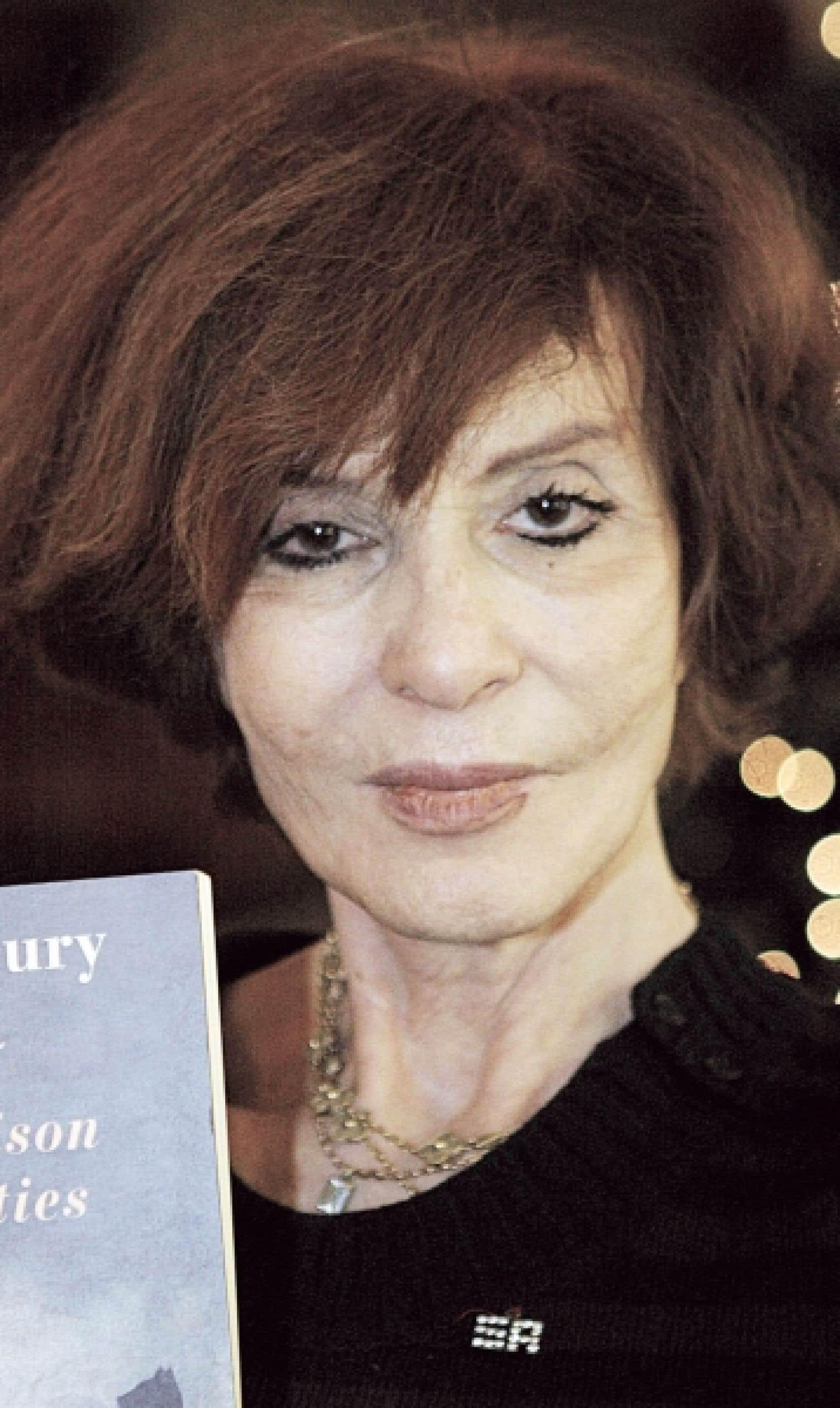 Dans son dernier recueil, Où vont les arbres?, Vénus Khoury Ghata rappelle son Liban natal, déchiré par 15 ans de guerre.