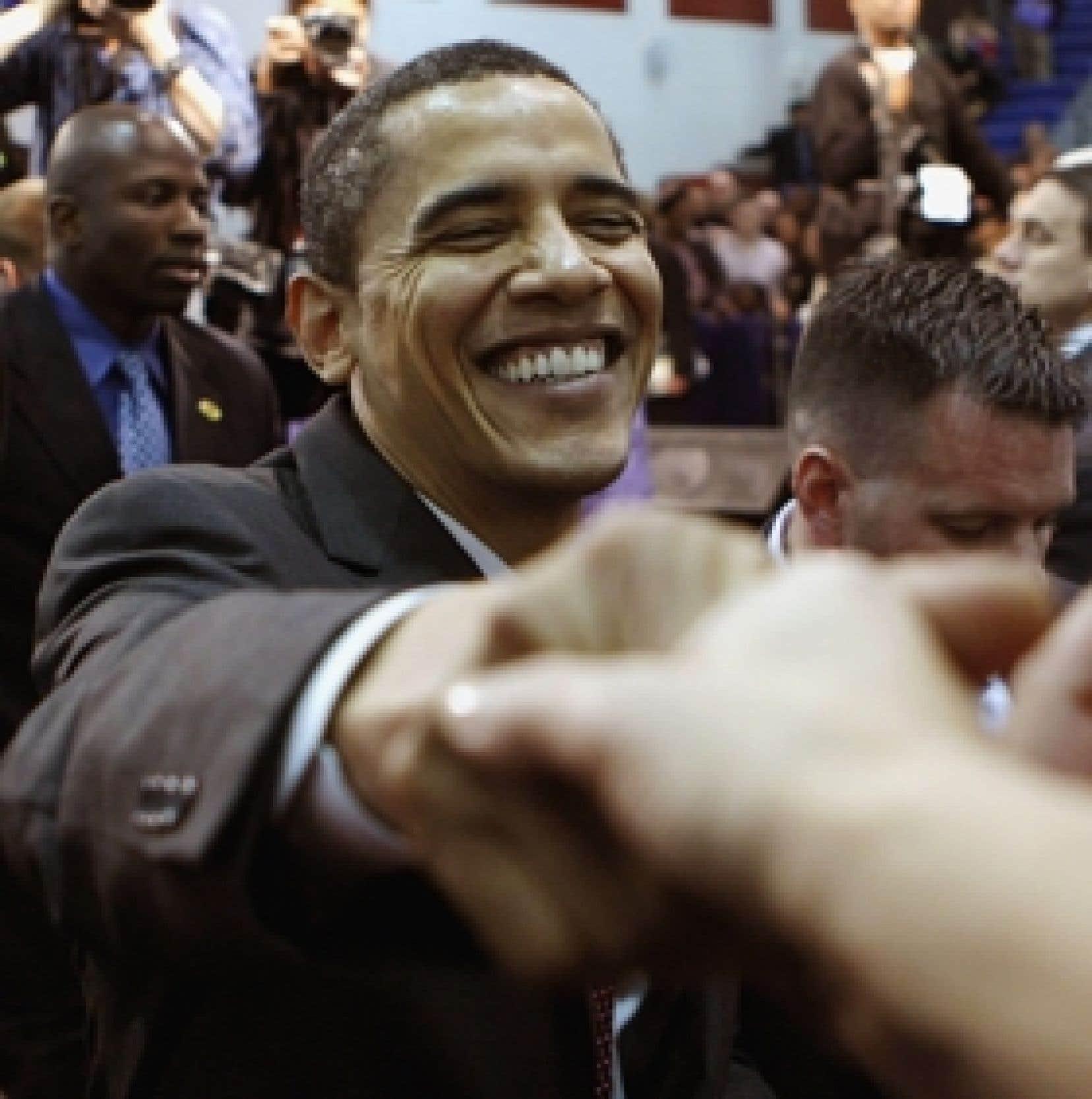 Barack Obama, que l'on voit ici serrant la main de partisans en Virginie hier, a remporté haut la main les trois consultations organisées samedi pour départager les rivaux démocrates dans l'État de Washington.