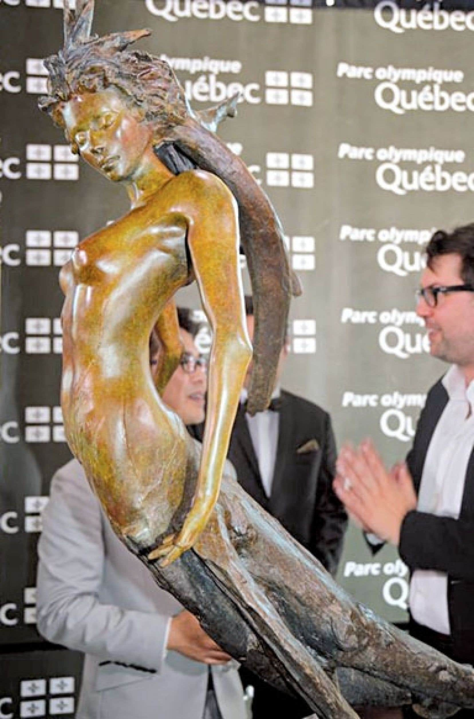 <div> La statue est l'œuvre de l'artiste montréalais André Desjardins, l'un des dix artistes les plus prometteurs aux États-Unis selon le magazine Art Business News.</div>