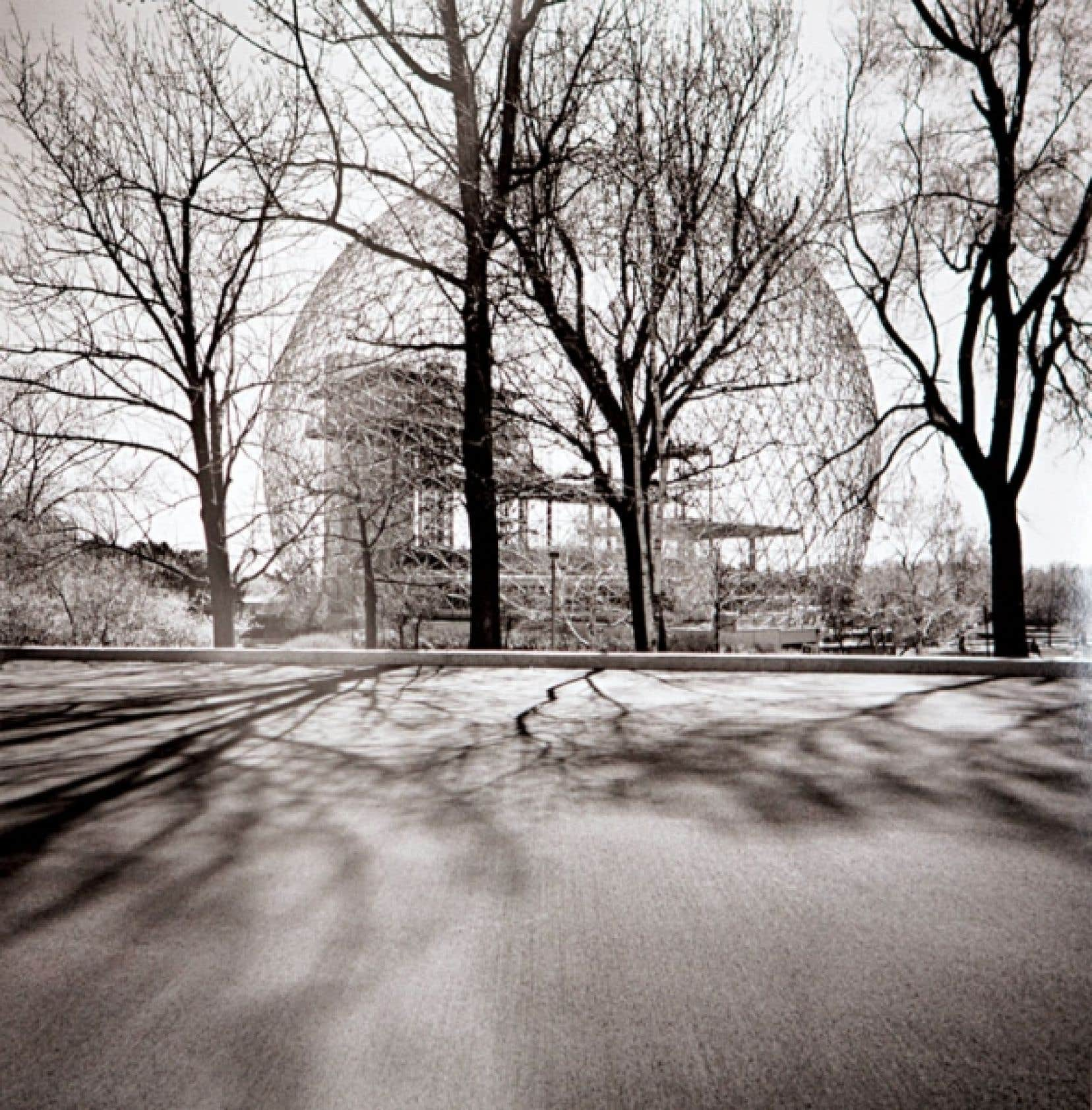 Mimmo Jodice, Montréal. Biosphère de l'île Sainte-Hélène, 2012. Avec l'autorisation de la galerie Karsten Greve à Cologne et à Paris. « Le plus important, c'est de rendre mes images intemporelles, métaphysiques, surréelles. »