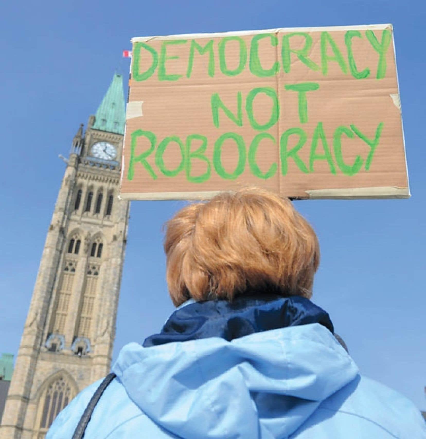 L'éclatement au printemps dernier du scandale des appels frauduleux (ou robotisés) a donné lieu à des manifestations sur la colline parlementaire.