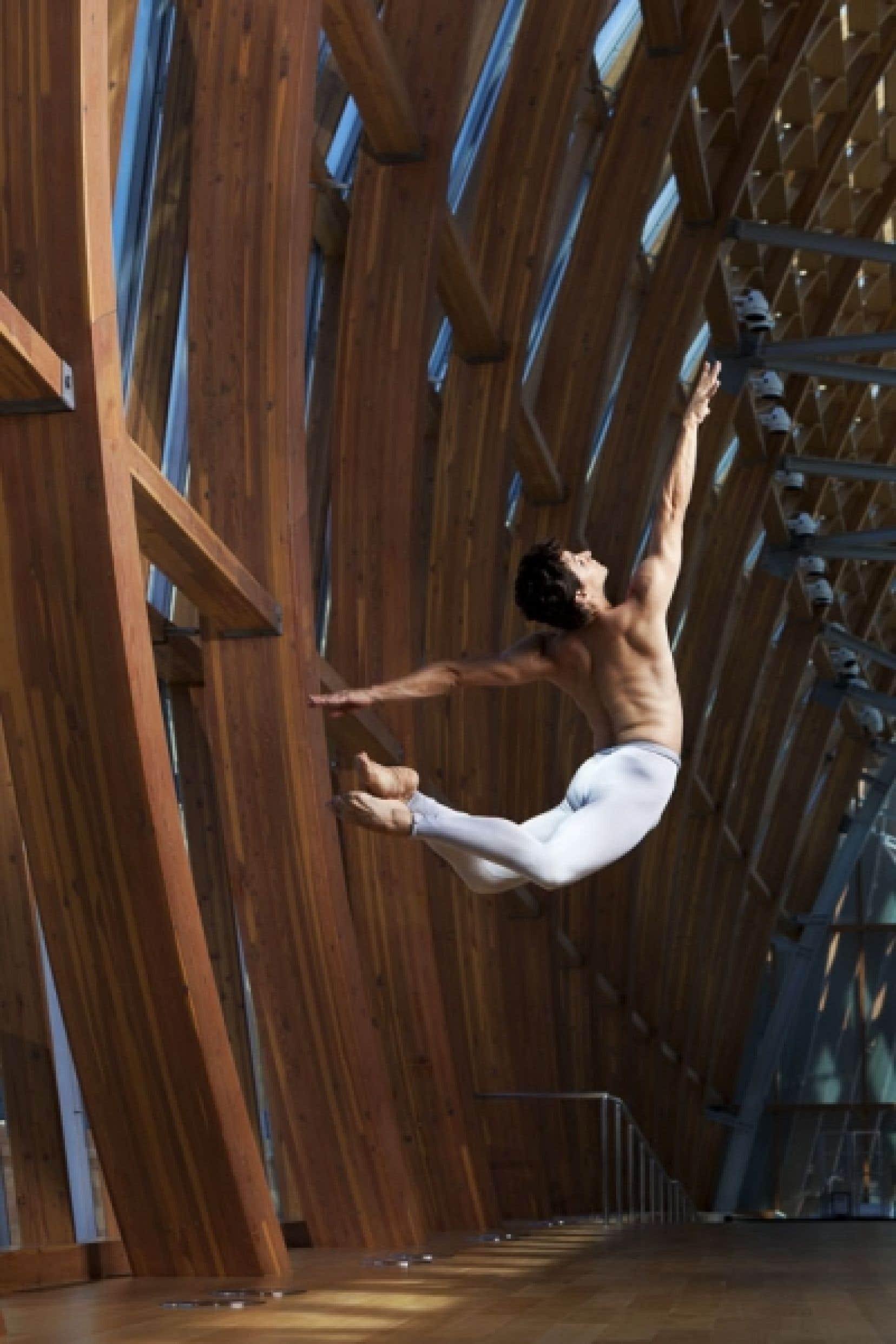 À 15 ans, Guillaume Côté est apprenti au New York City Ballet. À 16, il entrait au corps de ballet du Ballet national. Il s'imagine encore danser jusqu'à la quarantaine.
