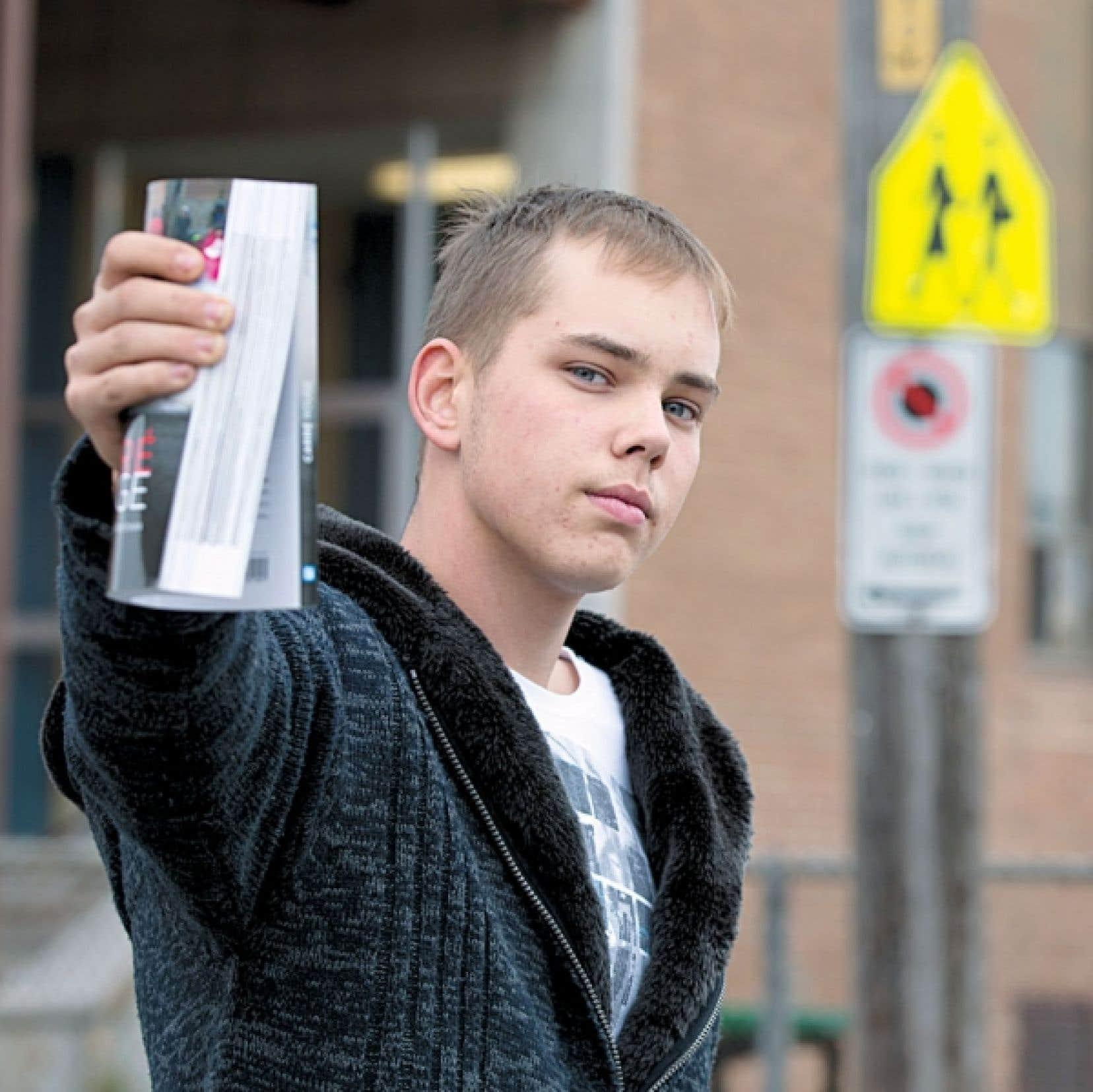 Après un parcours sinueux, Mathieu Charbonneau a abandonné l'école à 16 ans avec un français de niveau 2e année primaire.