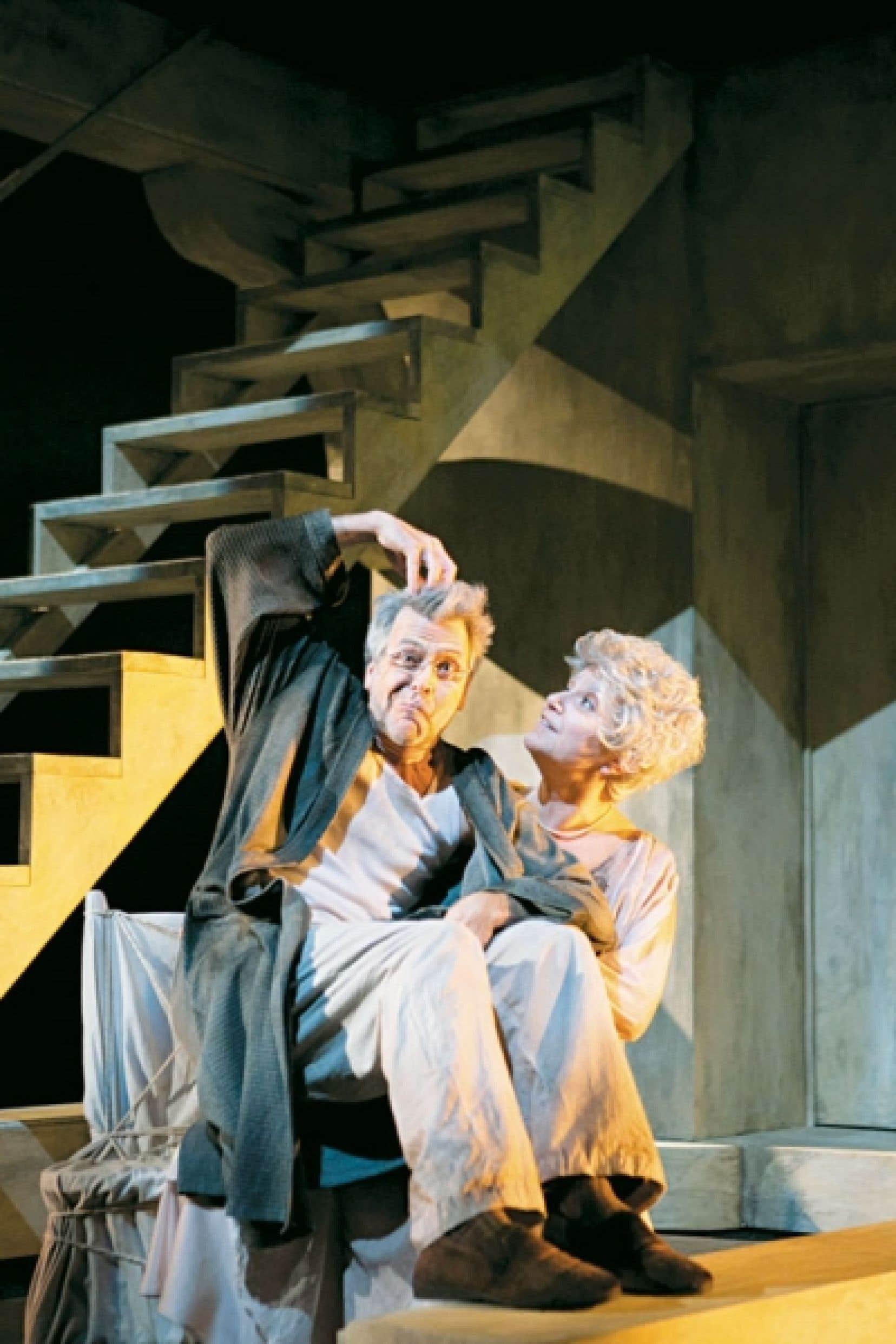 Dans la pièce Les chaises, Nancy Bernier et Réjean Vallée forment un duo complice, souple, rythmé.