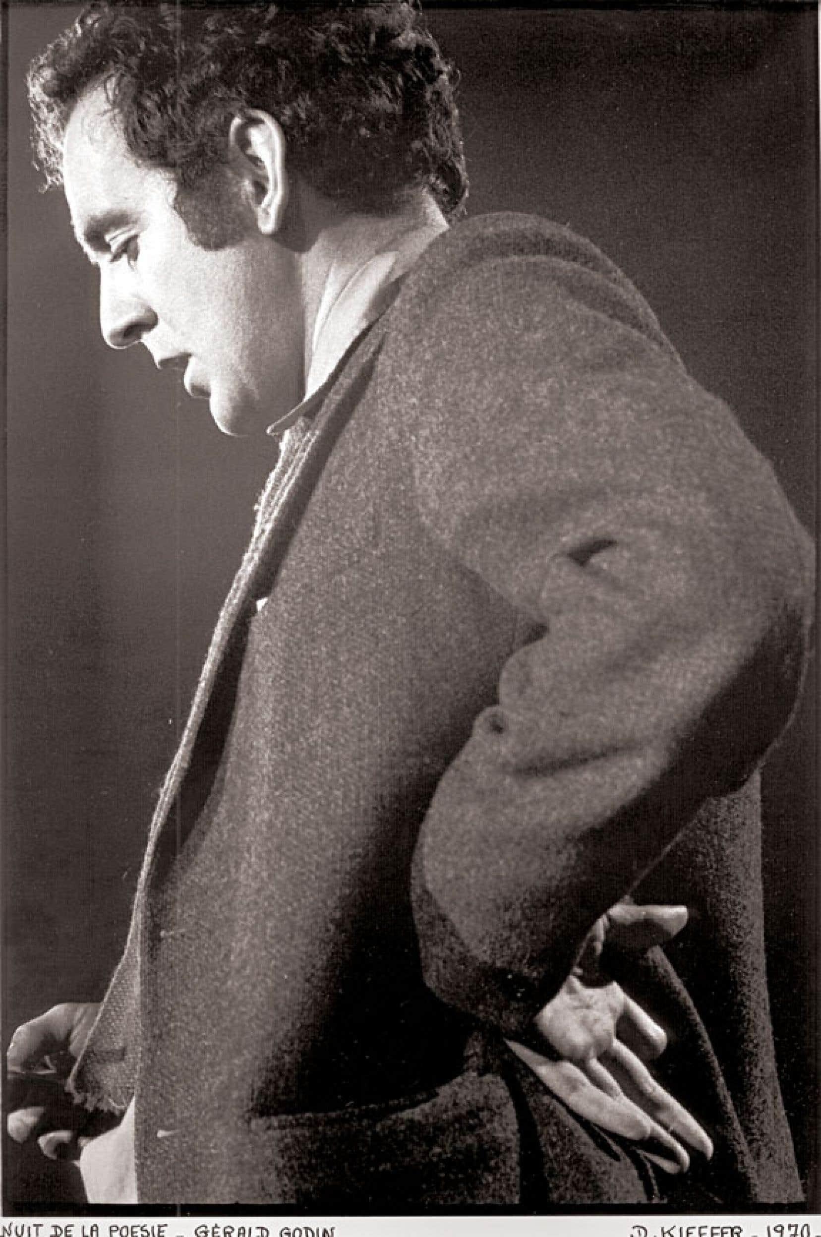 Gérald Godin à la fameuse Nuit de la poésie de mars 1970.