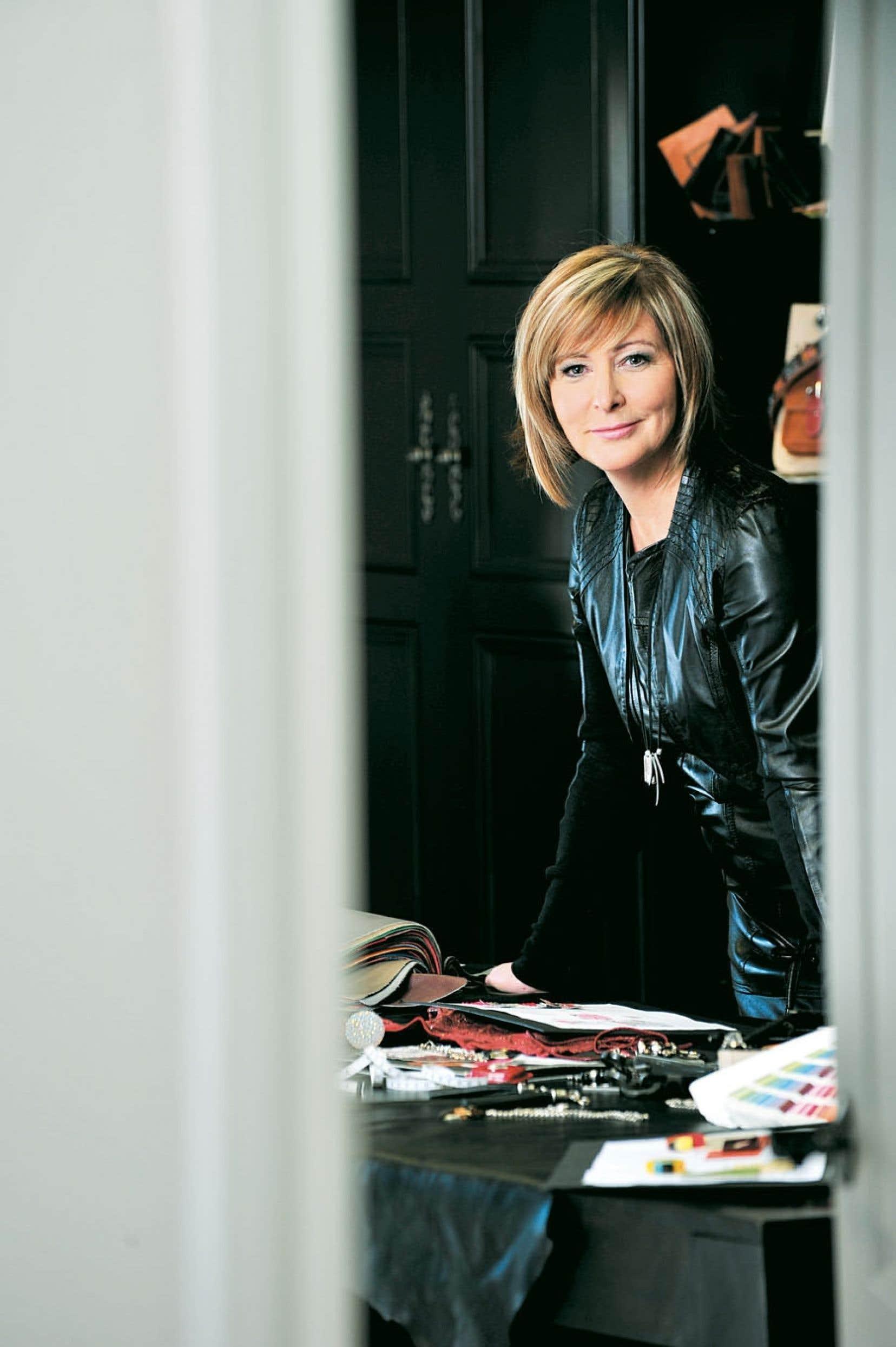 <div> La designer Johanne Boivin est une passionnée qui a su imposer sa marque et faire de Joanel un fleuron québécois parmi les créateurs d'accessoires mode et de maroquinerie.</div>