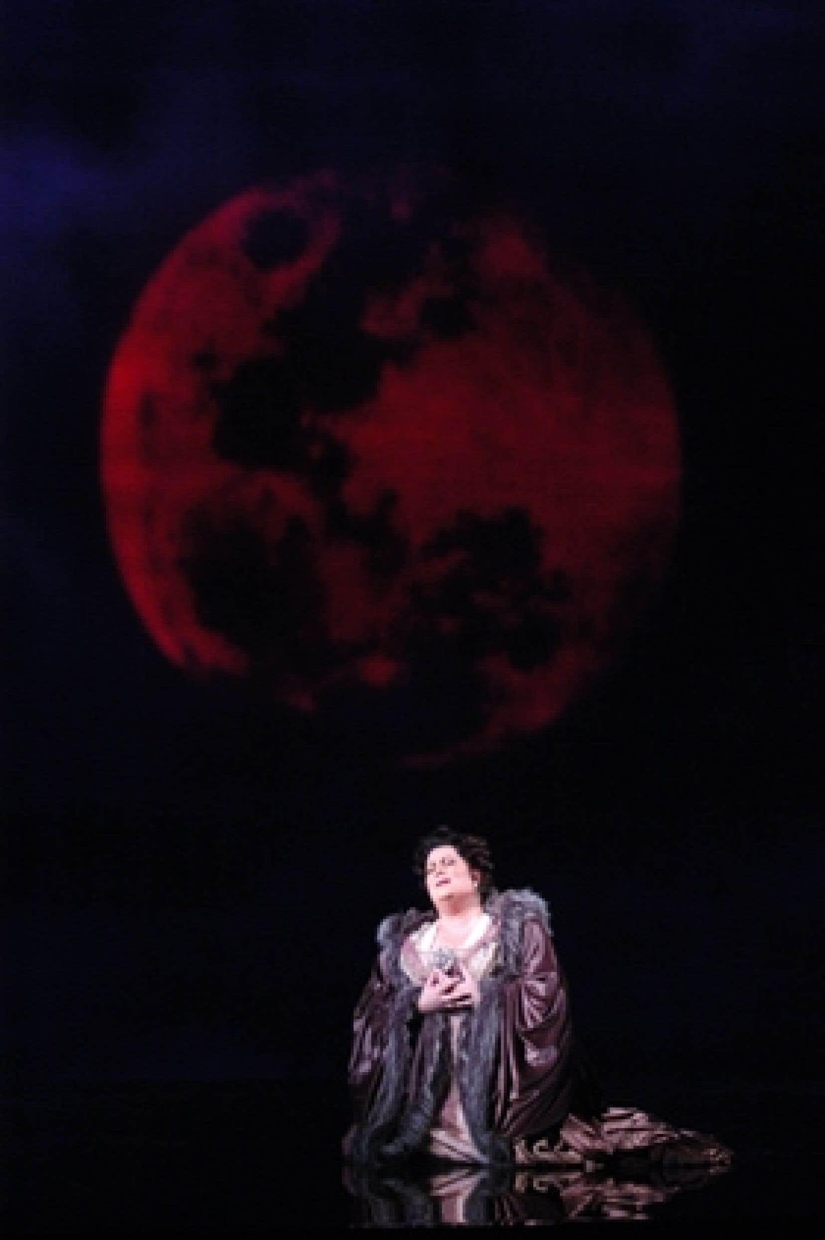 La soprano Manon Feubel interprète Amélia, épouse de Renato.