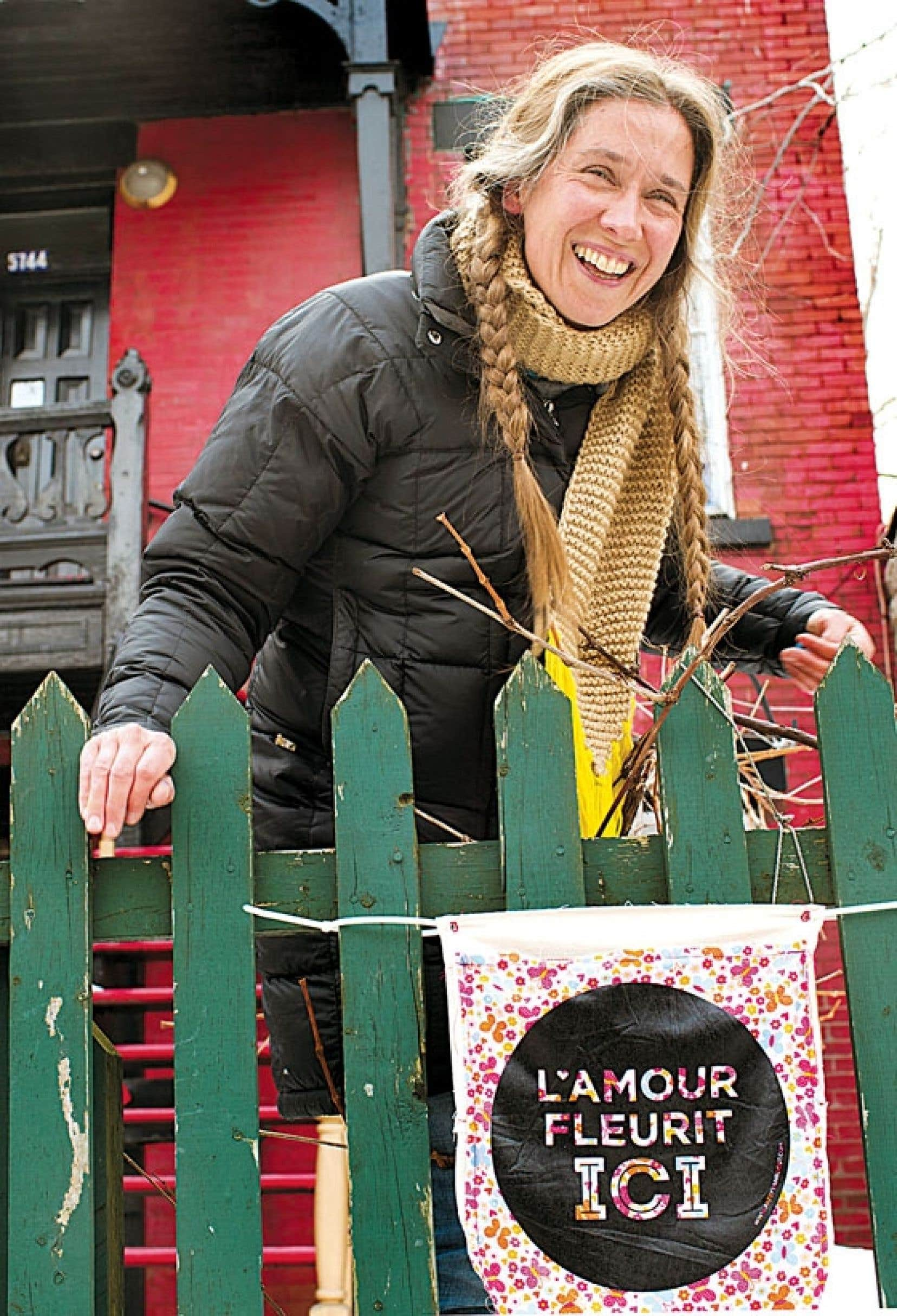 <div> La f&eacute;e du Mile-End, l&rsquo;artiste Patsy Van Roost, c&eacute;l&egrave;bre la Saint-Valentin en mode communautaire, en invitant les citoyens du quartier &agrave; partager leurs recettes de l&rsquo;amour, qu&rsquo;elle s&egrave;me ensuite dans tout le quartier, avec son projet L&rsquo;amour fleurit ici.</div>