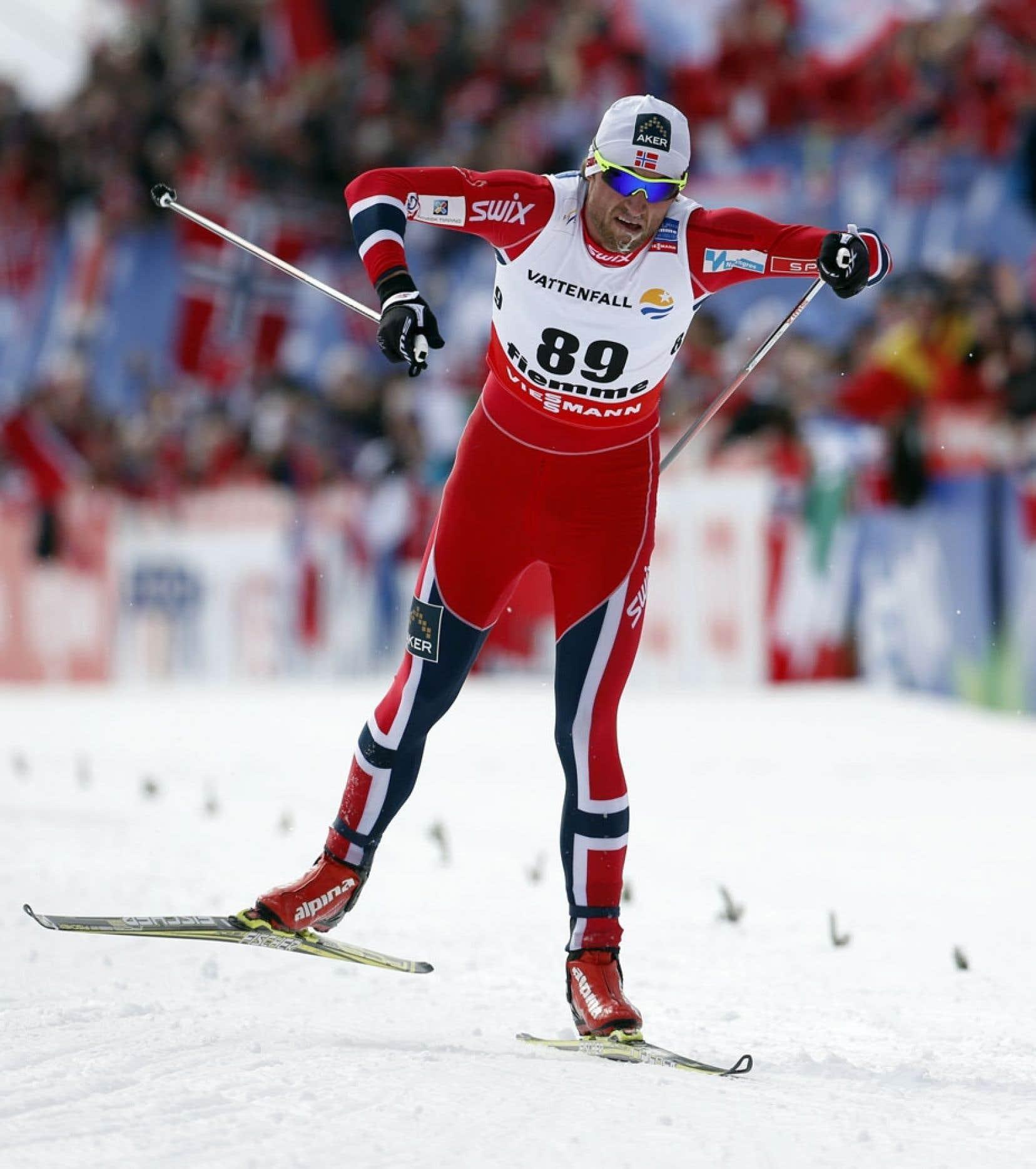 Le légendaire fondeur norvégien Petter Northug a remporté mercredi sa première médaille d'or des actuels Championnats du monde de ski de fond.