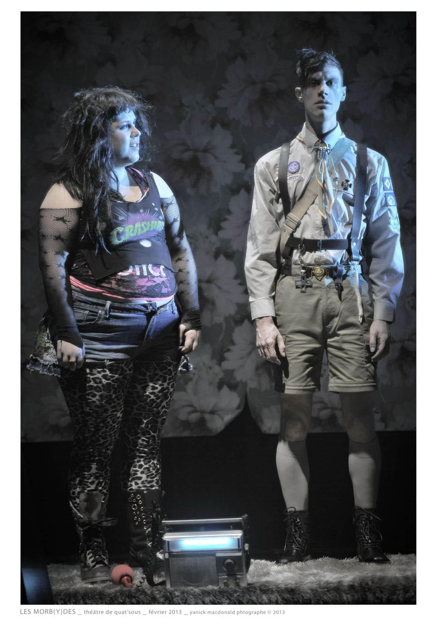 Julie de Lafrenière (à gauche) laisse voir petit à petit la sensibilité de son personnage.