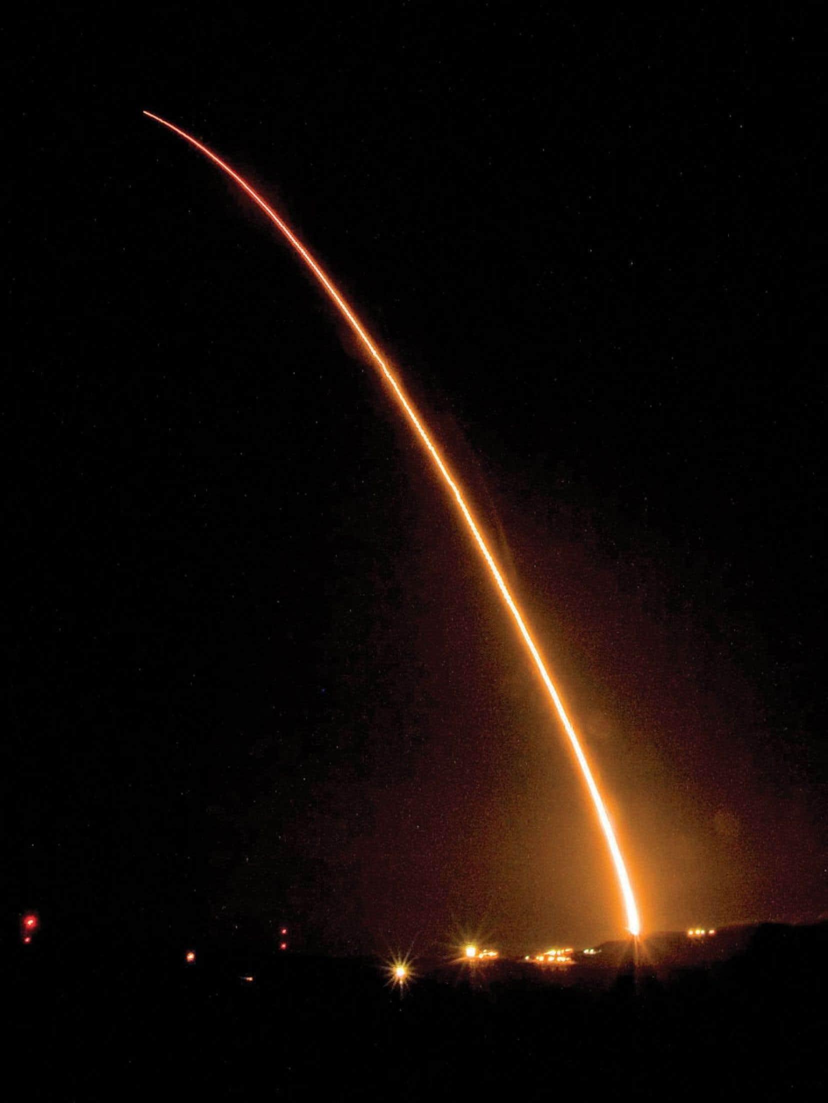 Un missile balistique à ogive nucléaire Minuteman 3 lancé en 2008 depuis la base aérienne Vandenberg, en Californie.